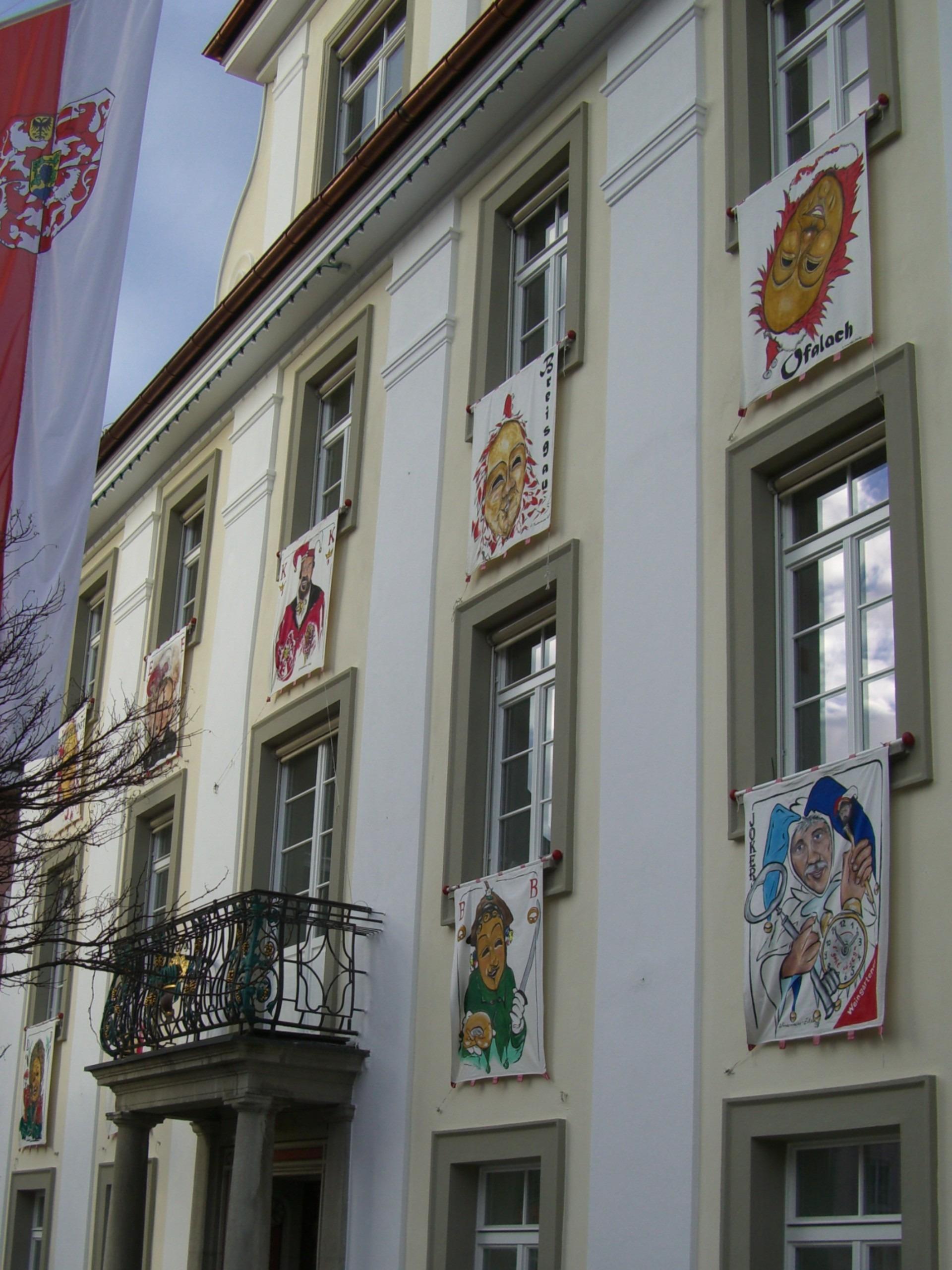 Kostenlose foto : Haus, Fenster, Gebäude, Balkon, Dekoration ...