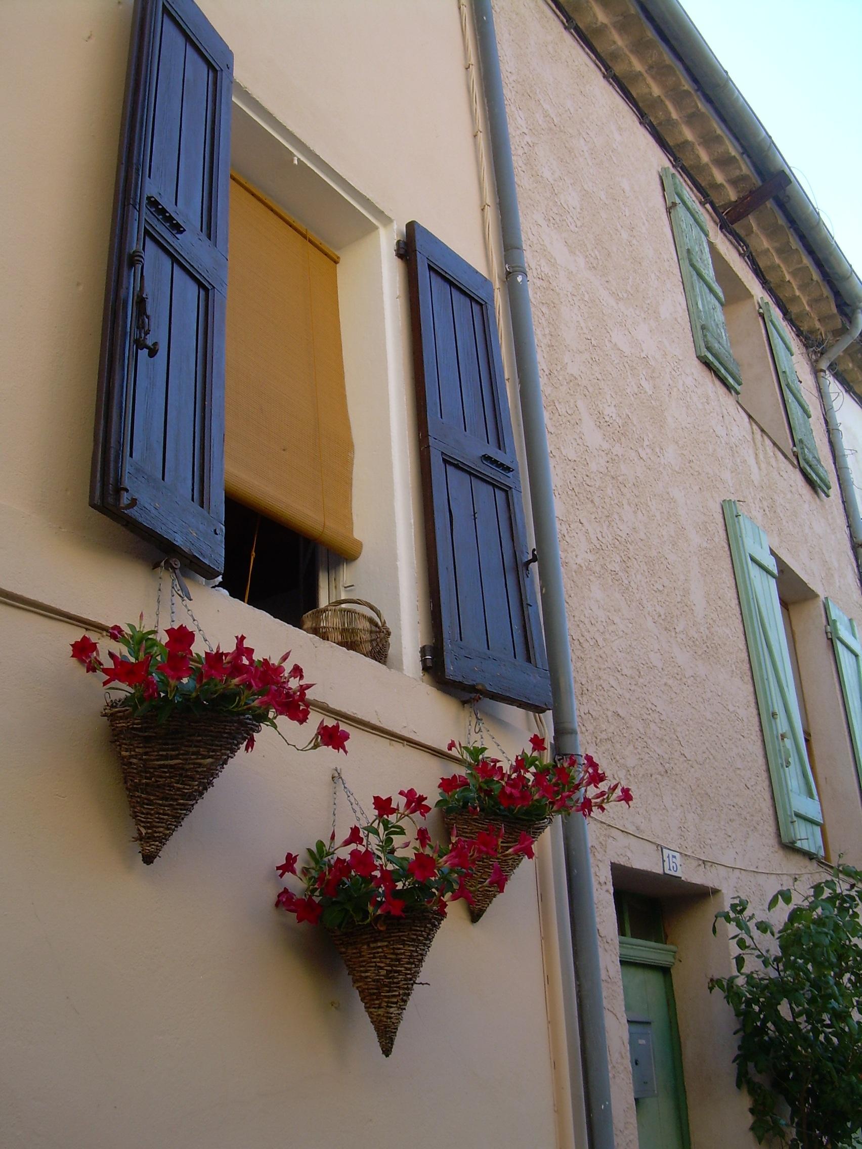 Couleurs Facades En Provence images gratuites : maison, fenêtre, mur, balcon, france