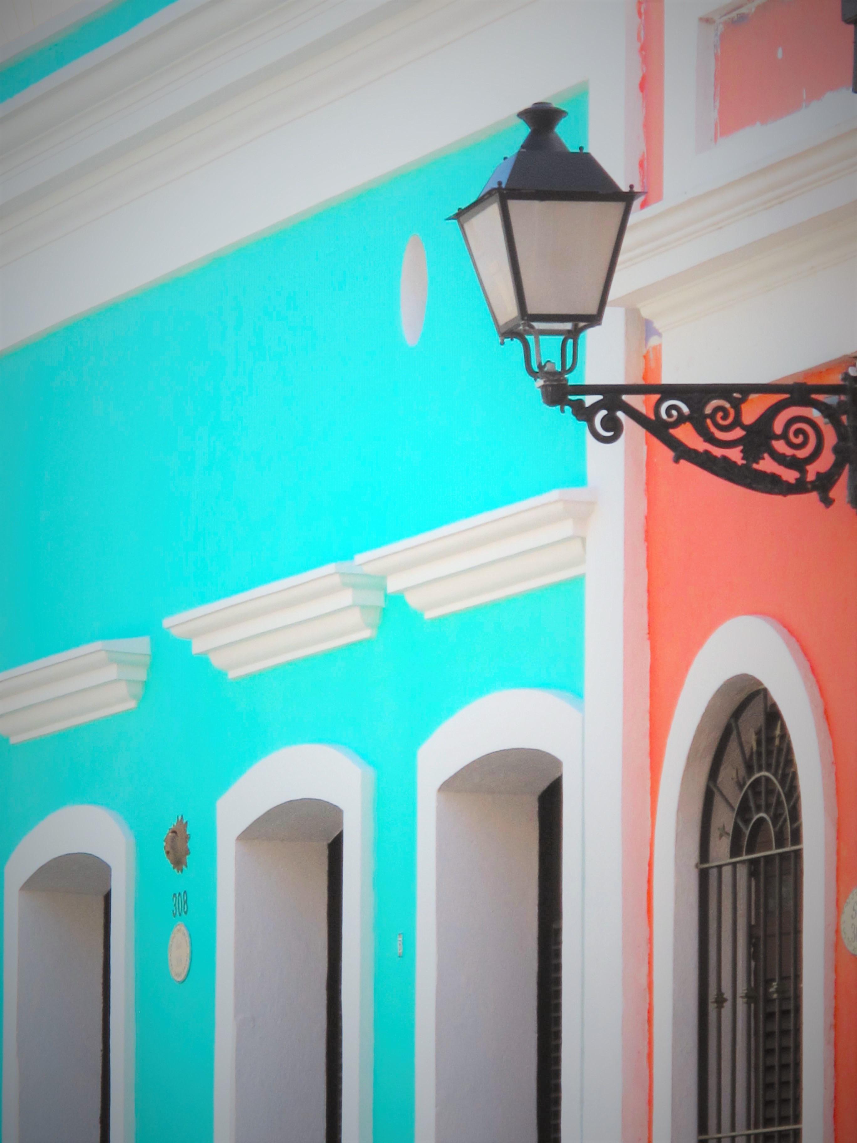 Fotos gratis casa pared verde rojo color fachada - Casas de color azul ...