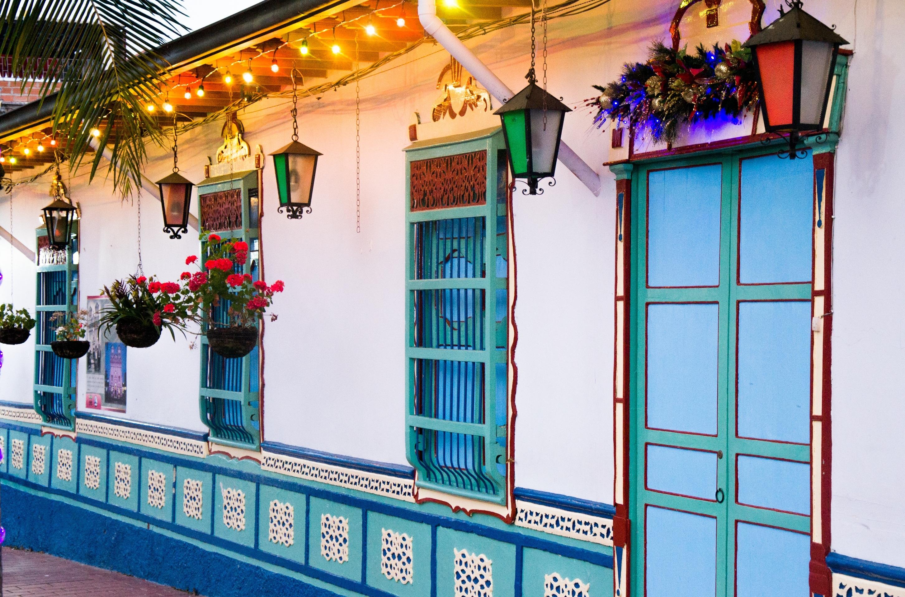 Fotos gratis casa ventana restaurante linterna for Diseno de interiores de casas gratis