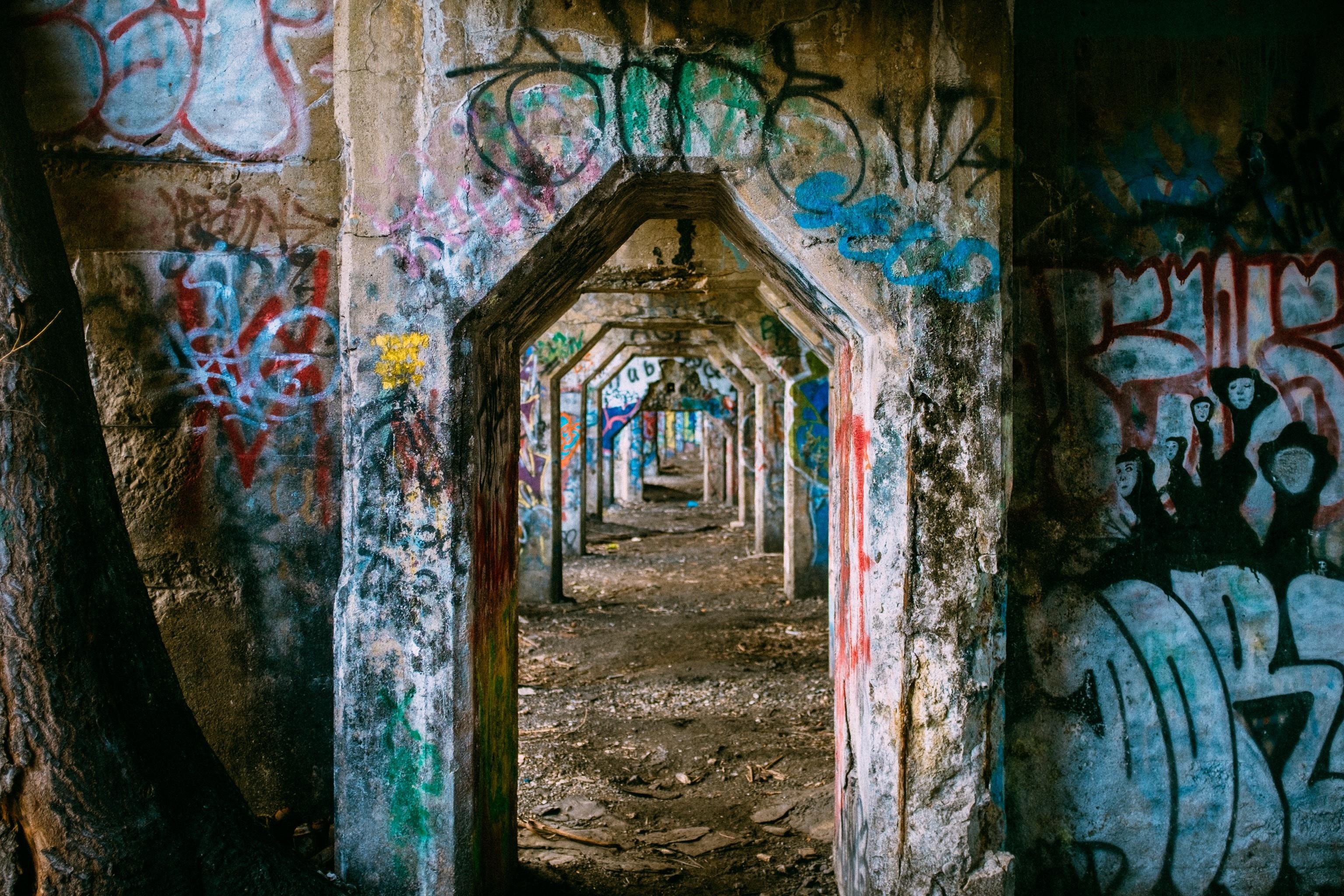 Gratis afbeeldingen : huis venster stedelijk muur tunnel boog