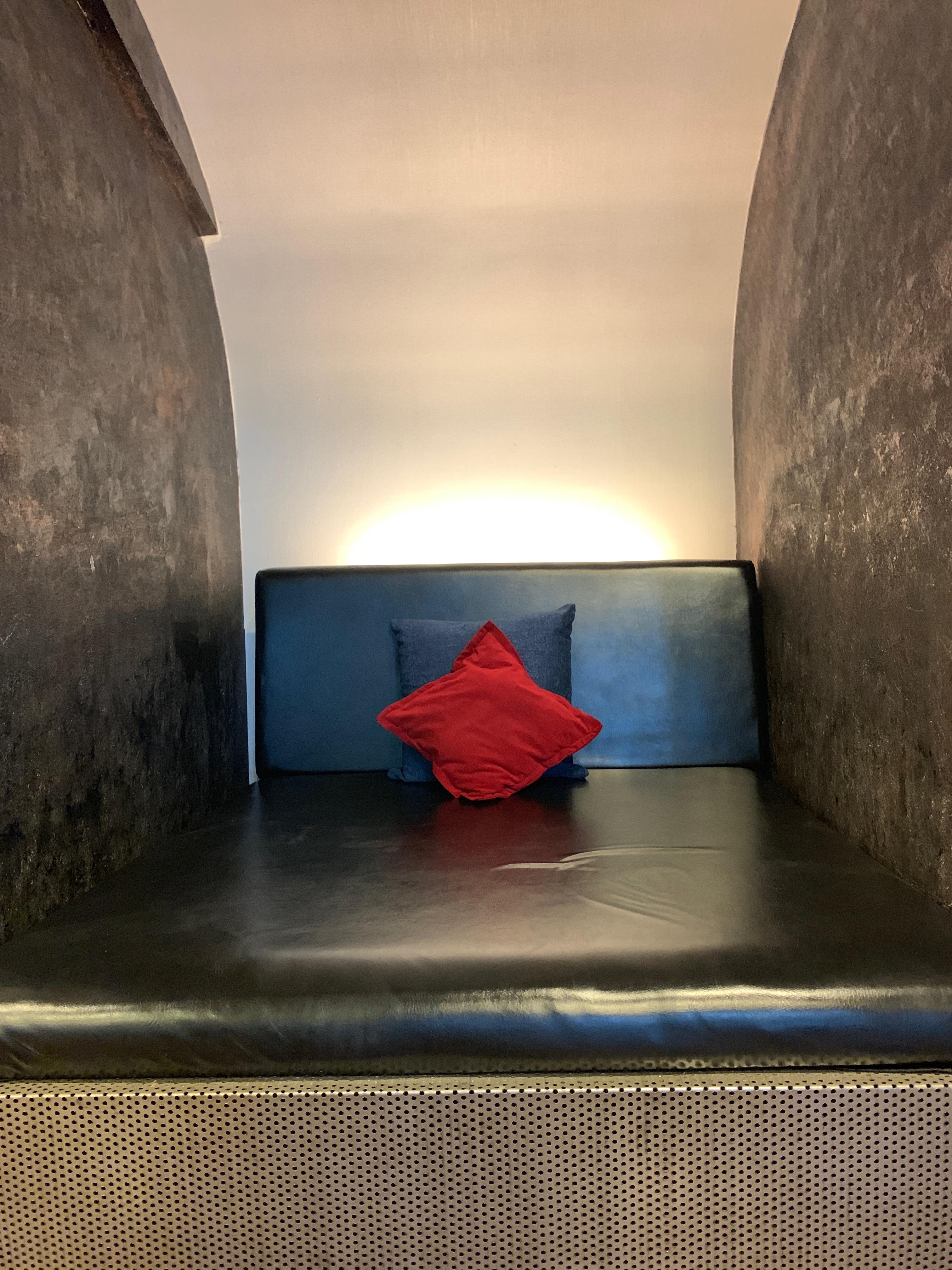 Sol En Beton Interieur images gratuites : indonésie, rouge, chambre, mur