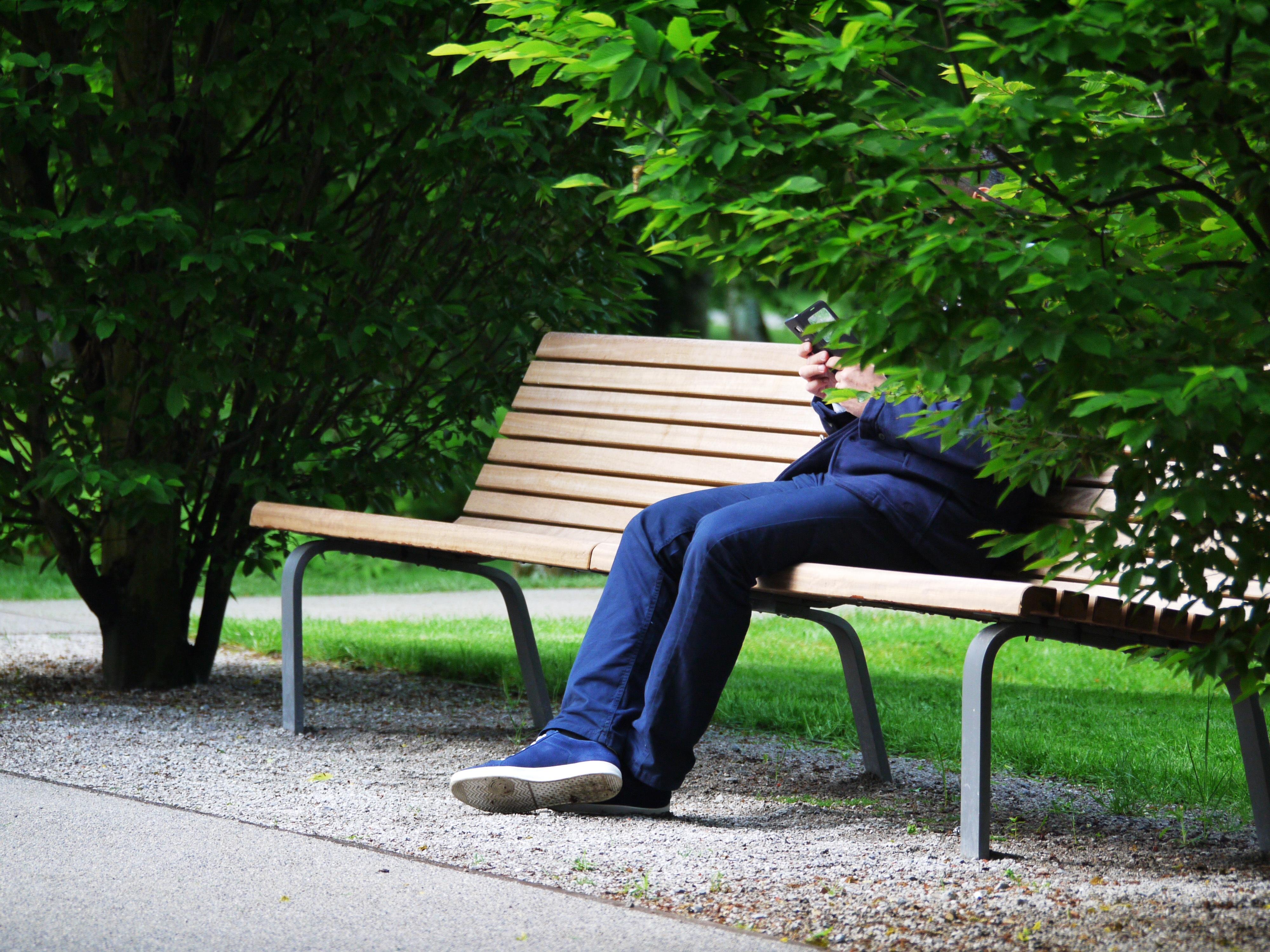 мужчины картинка парень на скамейке всех, кого смерти