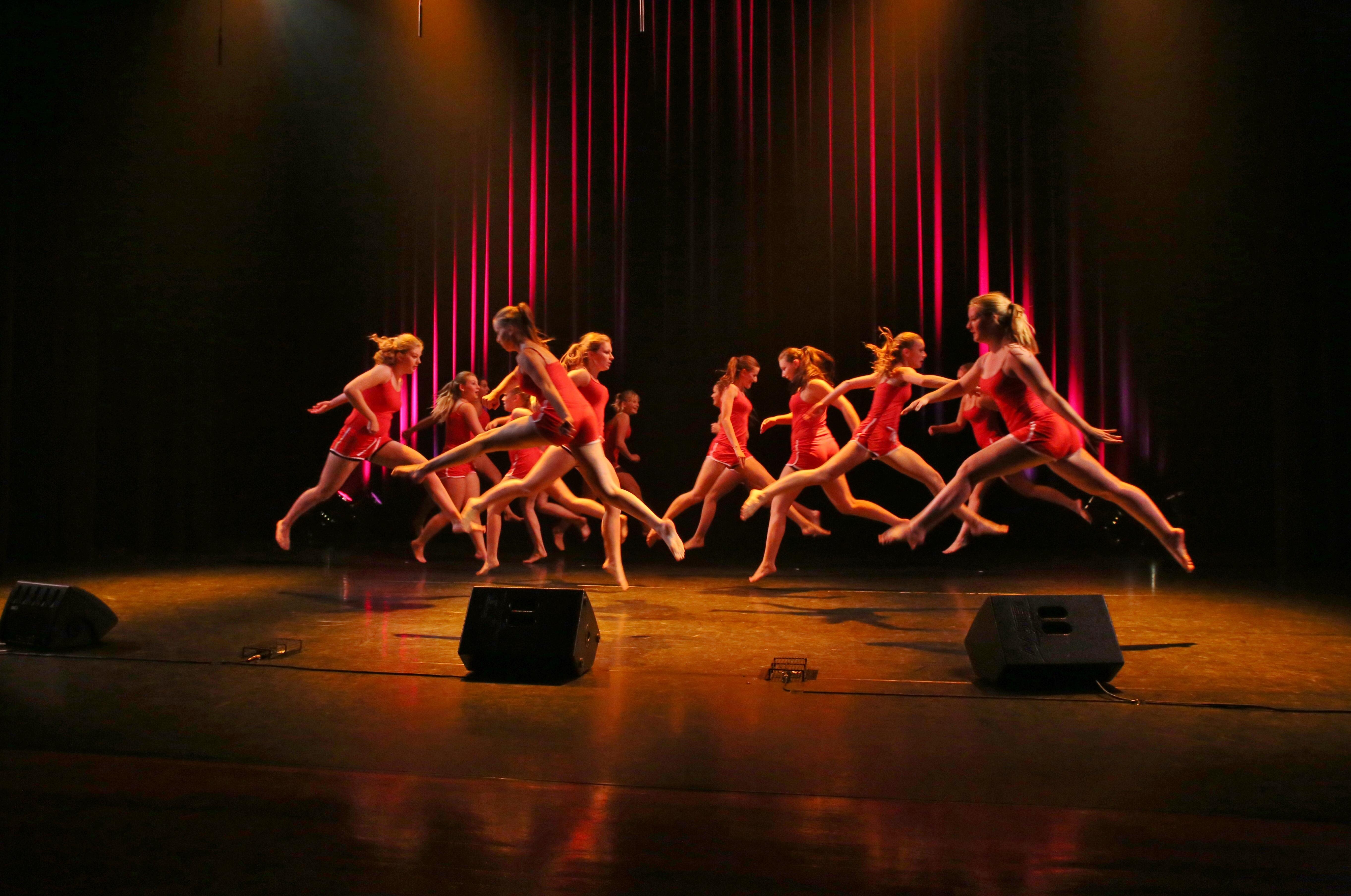 вас как фотографировать танцующих людей на сцене будет вдохновенье