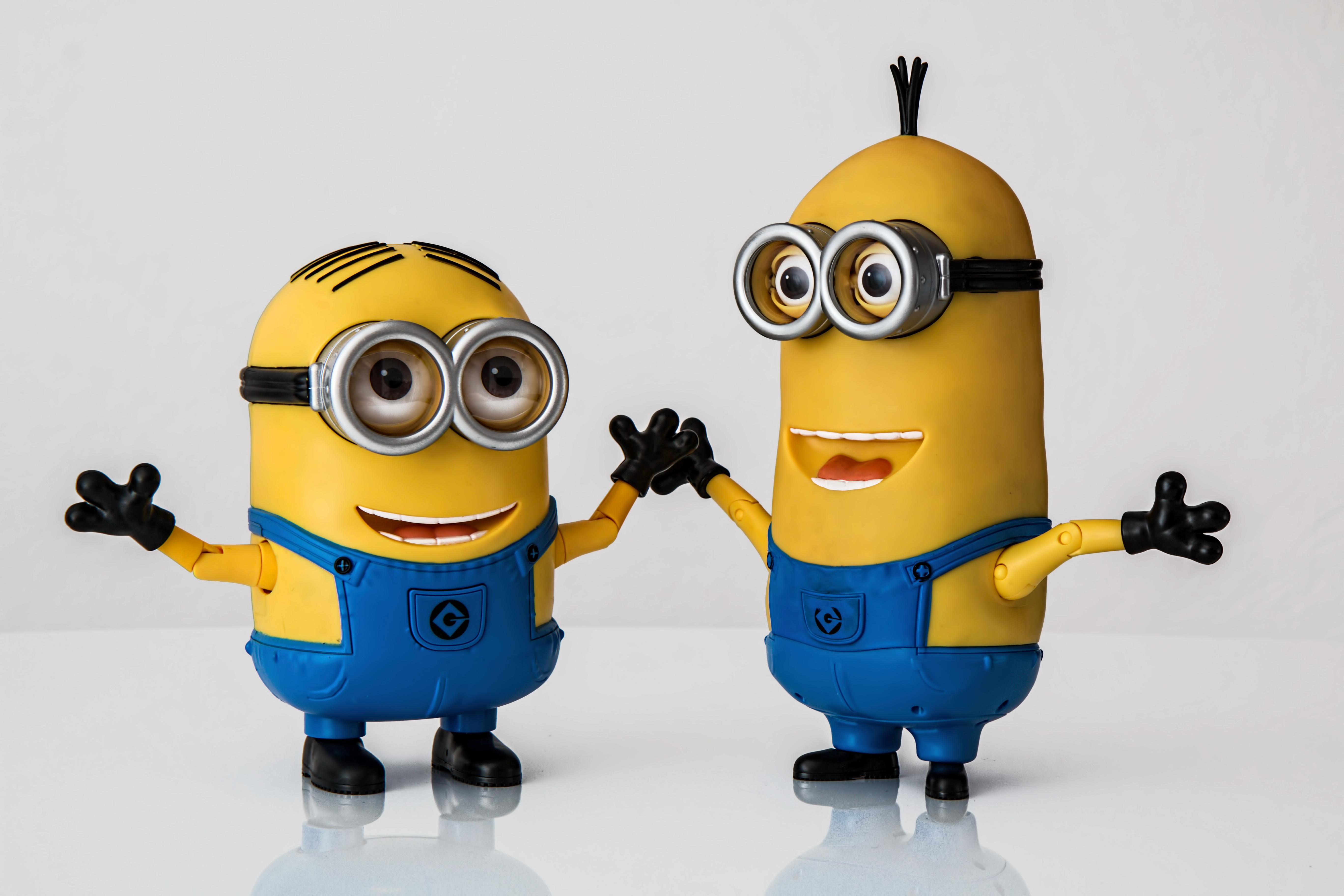Gambar Anak Imut Mesin Mainan Tersenyum Riang Hadiah