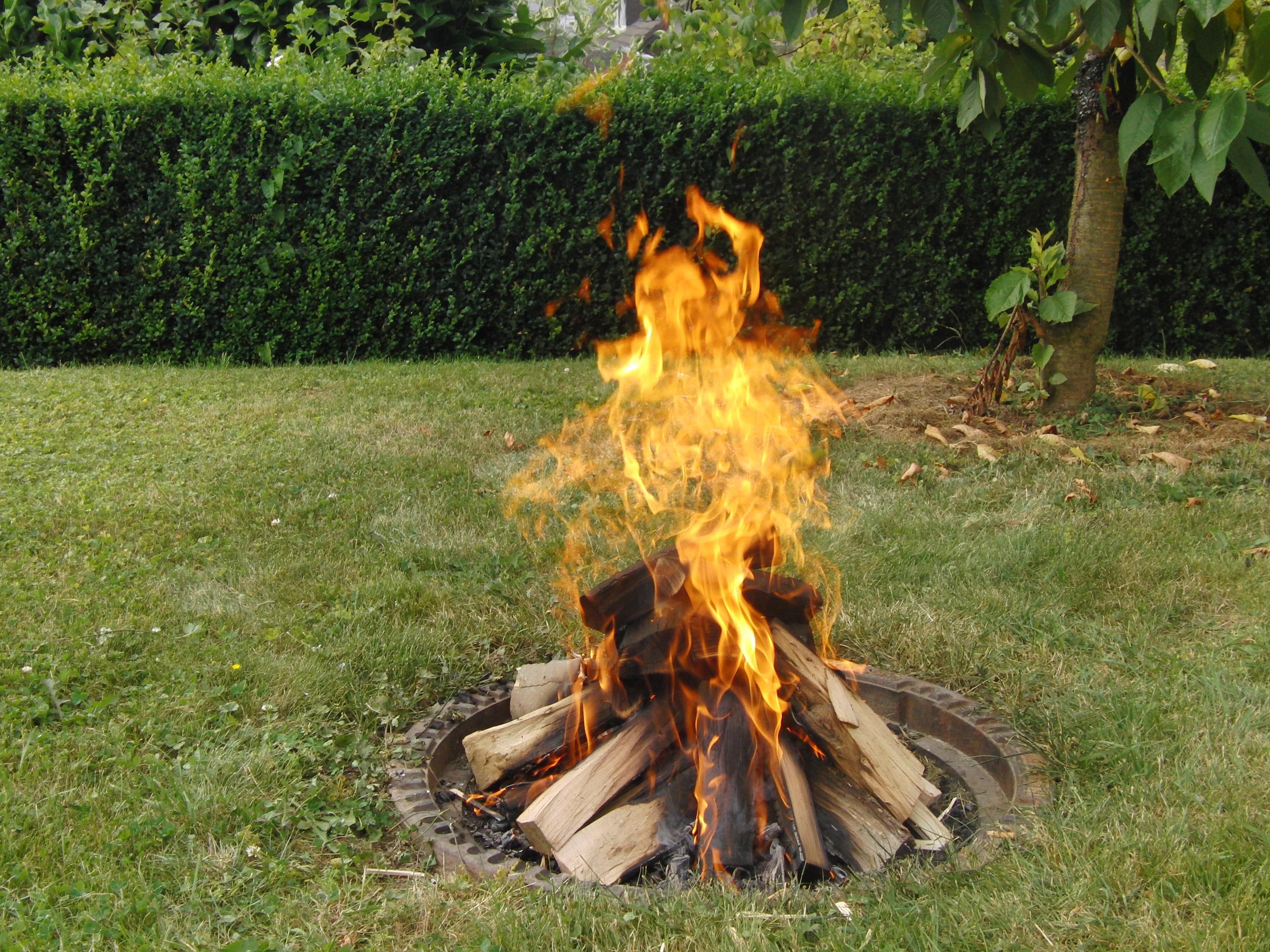 Fotos Gratis Encender Fuego Chimenea Jardin Hoguera Parilla - Chimenea-jardin