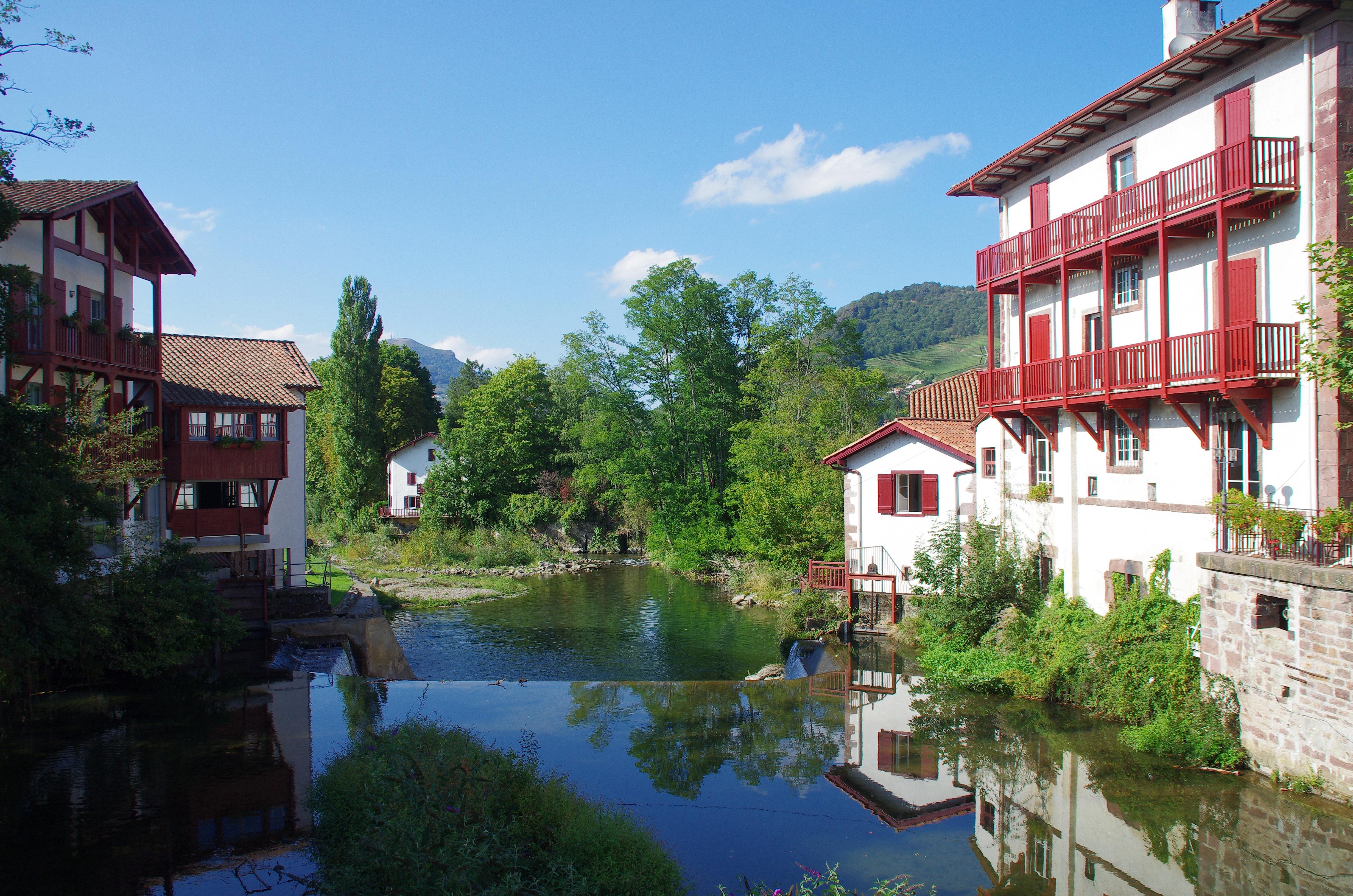 Images gratuites paysage pont villa maison ville b timent rivi re canal vacances - Mairie st jean pied de port ...