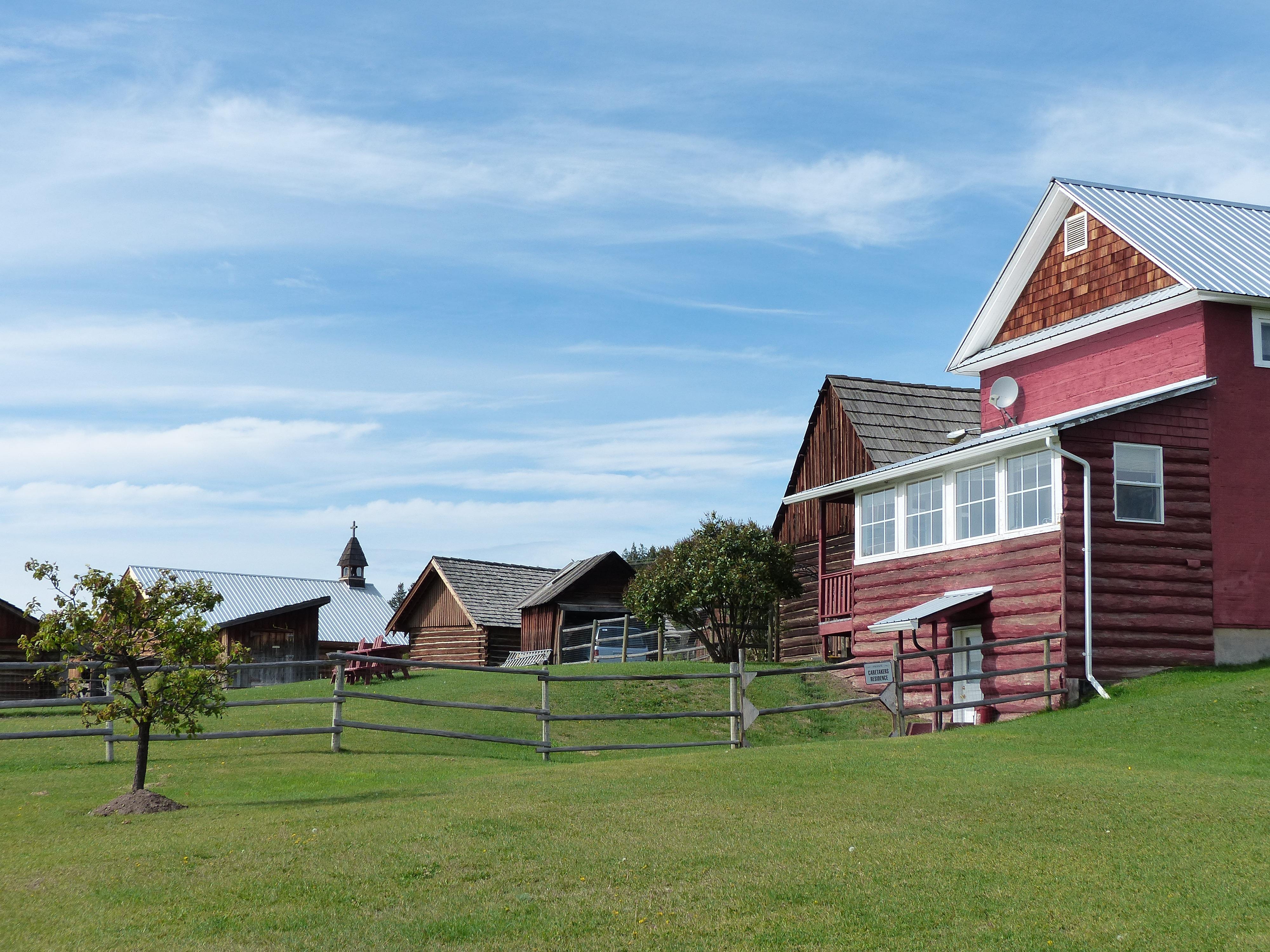 Images gratuites paysage herbe ferme pelouse cru for Agrandissement maison zone rurale