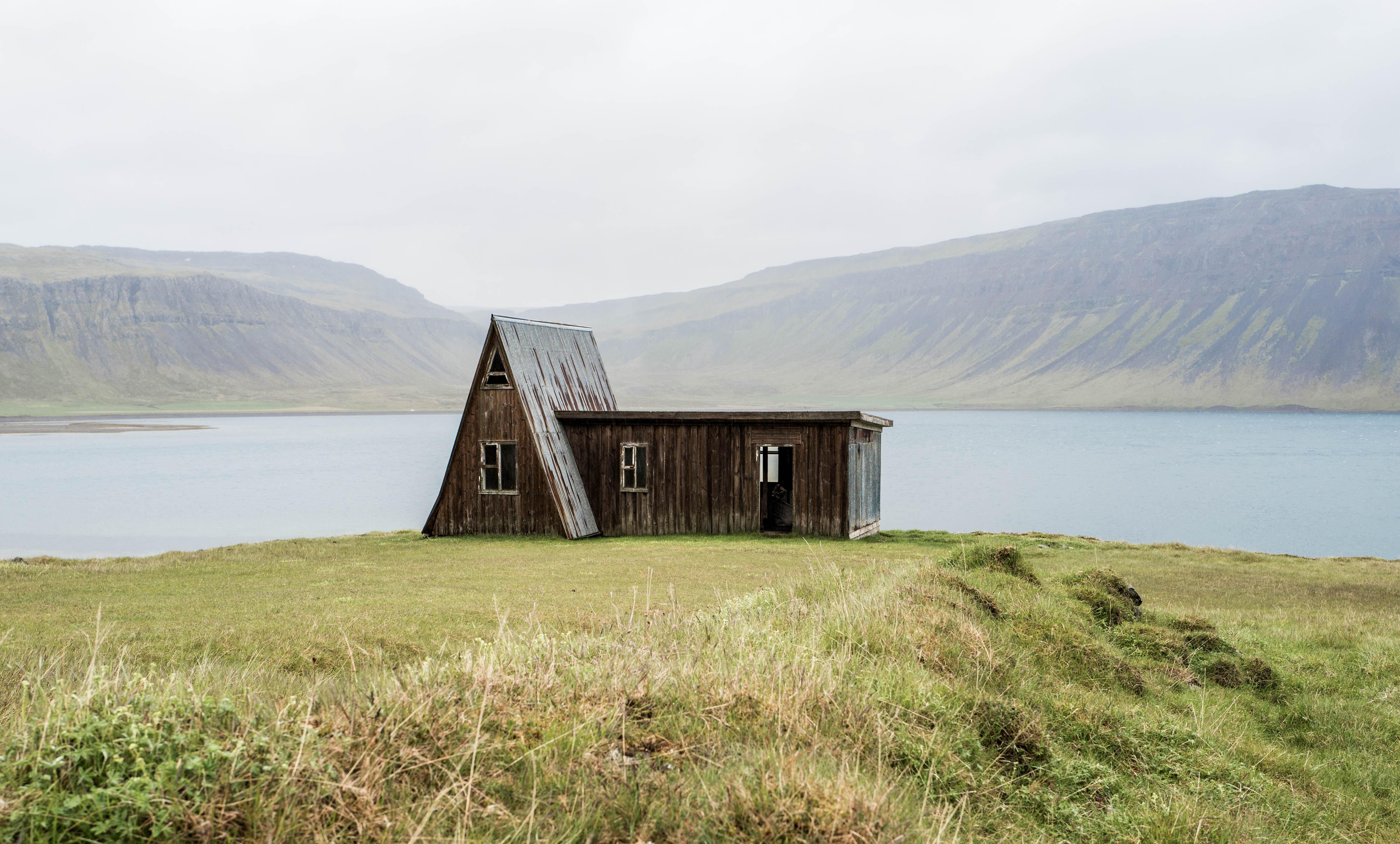 paysage herbe montagne prairie maison colline lac cabane chalet proprit fjord rservoir montagnes image sympa prairie