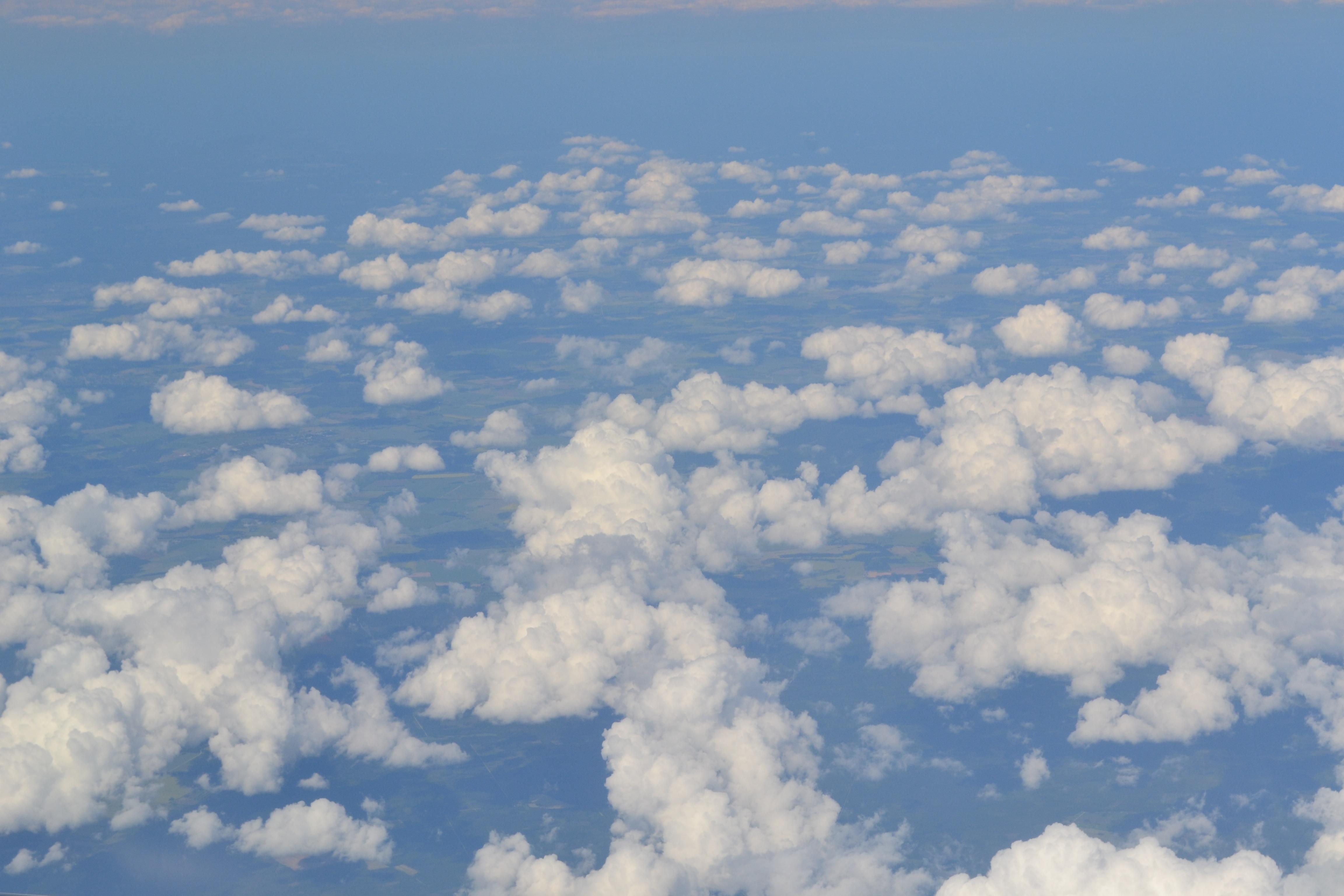 некоторым данным, фото облаков сверху поселка протяженная