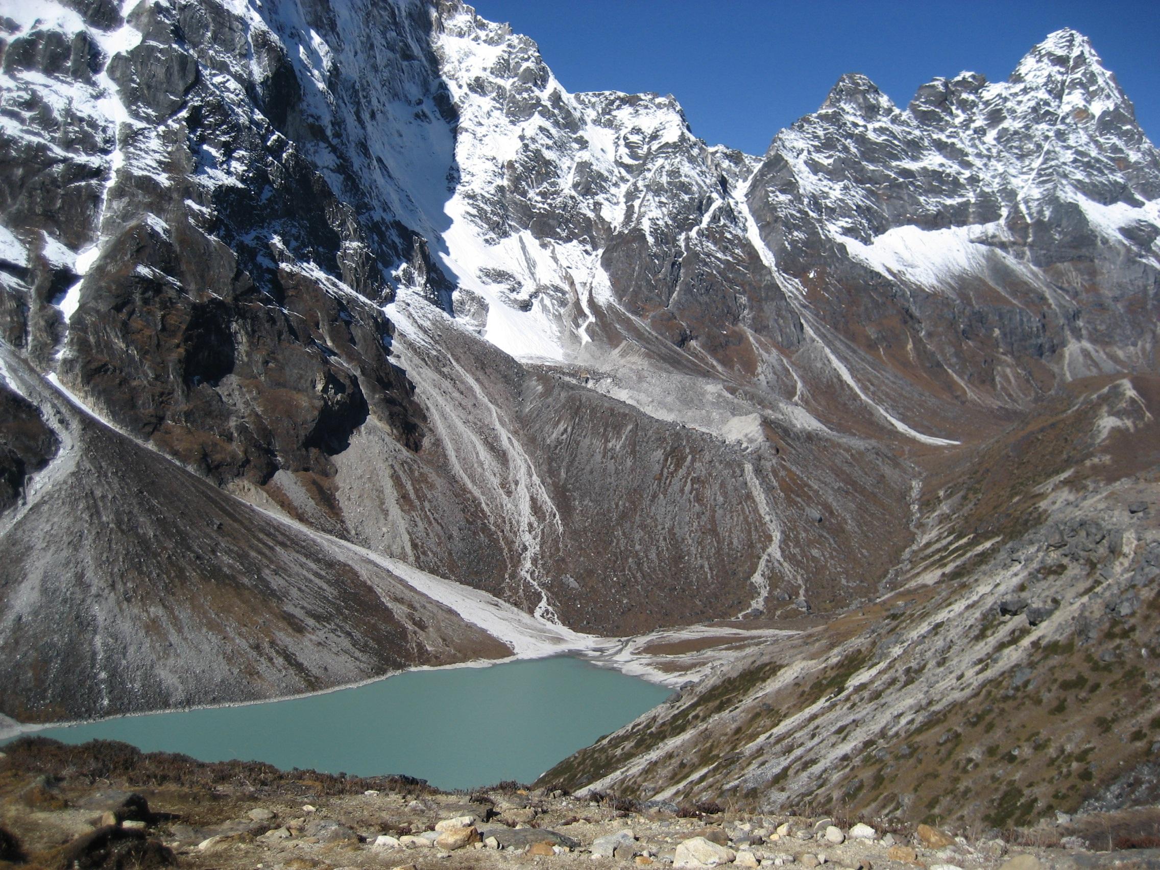 Gambar Pemandangan Petualangan Lembah Pegunungan Gletser