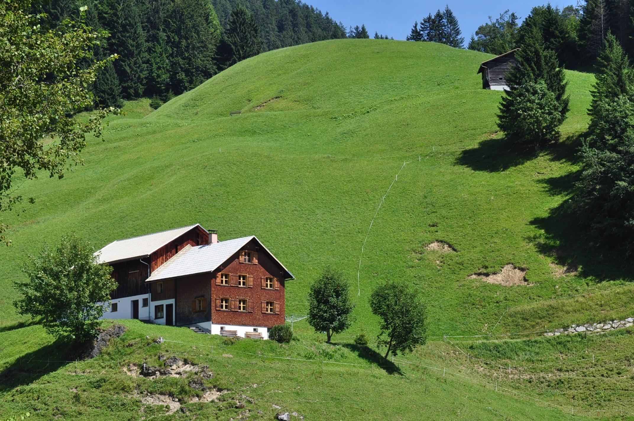 Fotos gratis paisaje granja c sped prado colina for Foto casa gratis