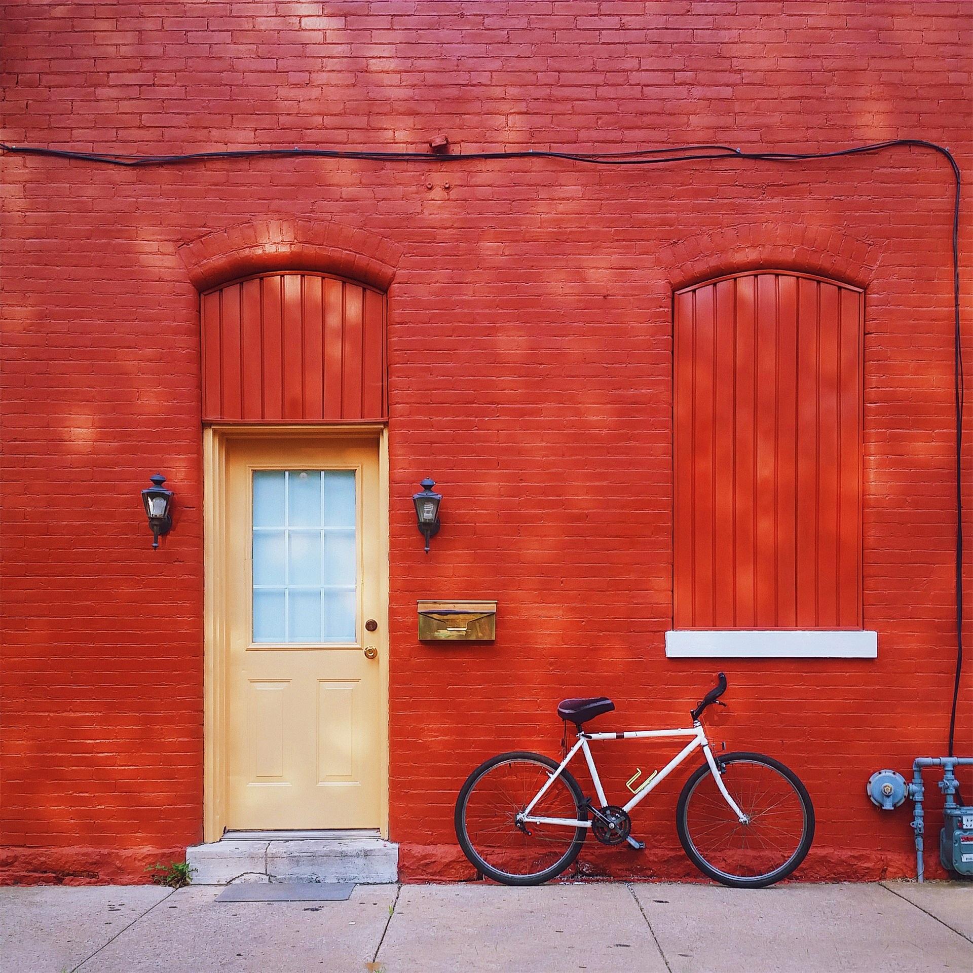 ... Dach, Gebäude, Fahrrad, Zuhause, Mauer, Transport, Gegend, Bau, Grün,  Rot, Symbol, Hütte, Farbe, Fassade, Residenz, Eigentum, Blau, Außen,  Geschäft, ...