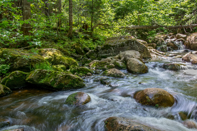 Gambar Pemandangan Alam Outdoor Air Terjun Sungai Kecil Gurun
