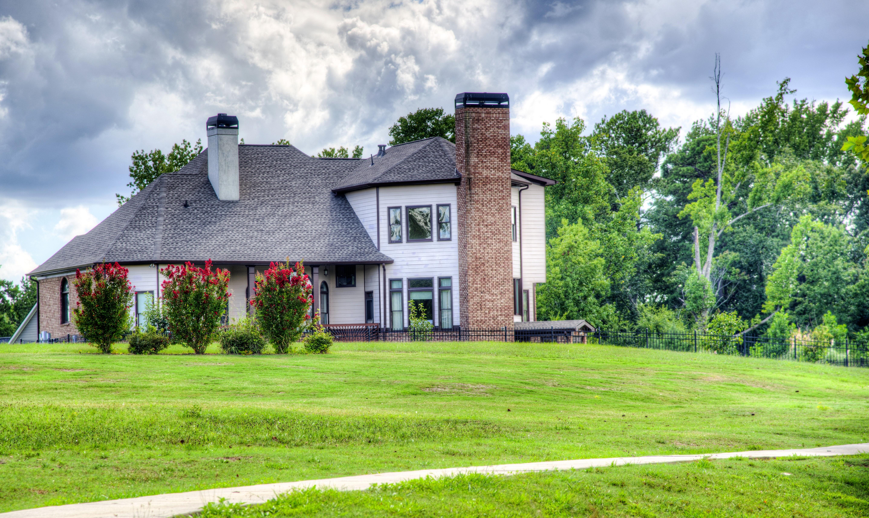с красивыми лужайками фото домов