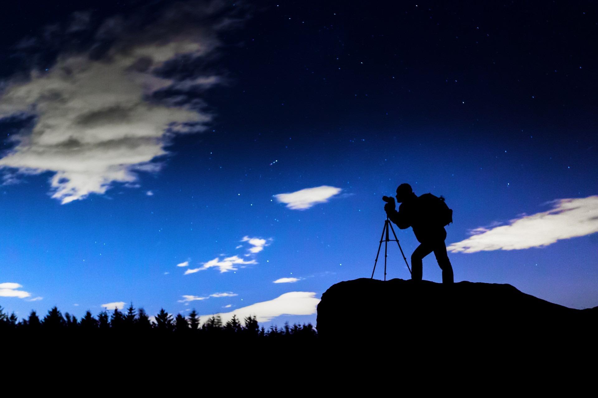 фотоаппарат для снимков ночного неба имею причудливые острые