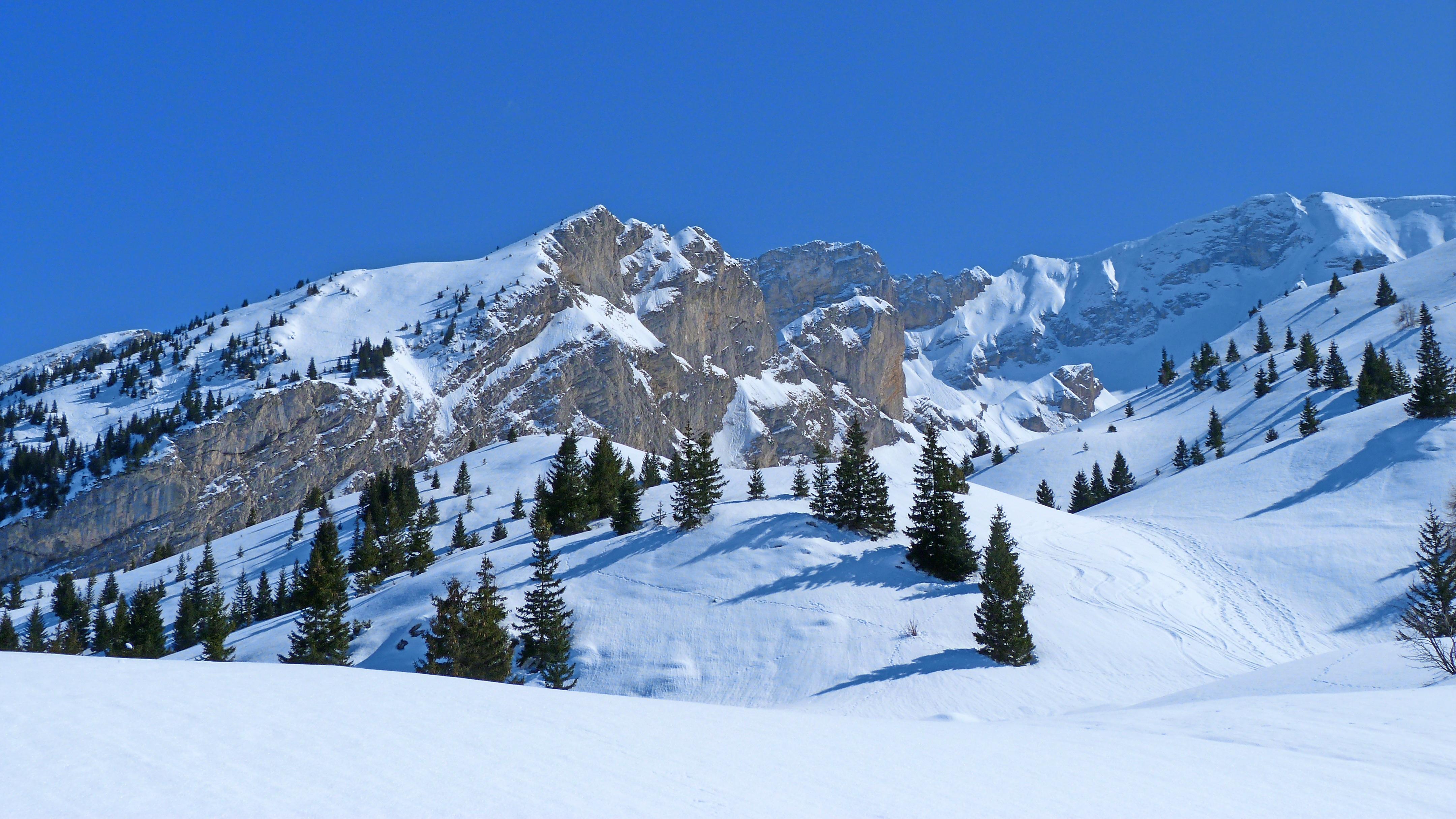 images gratuites paysage la nature neige hiver ciel cha ne de montagnes m t o saison. Black Bedroom Furniture Sets. Home Design Ideas