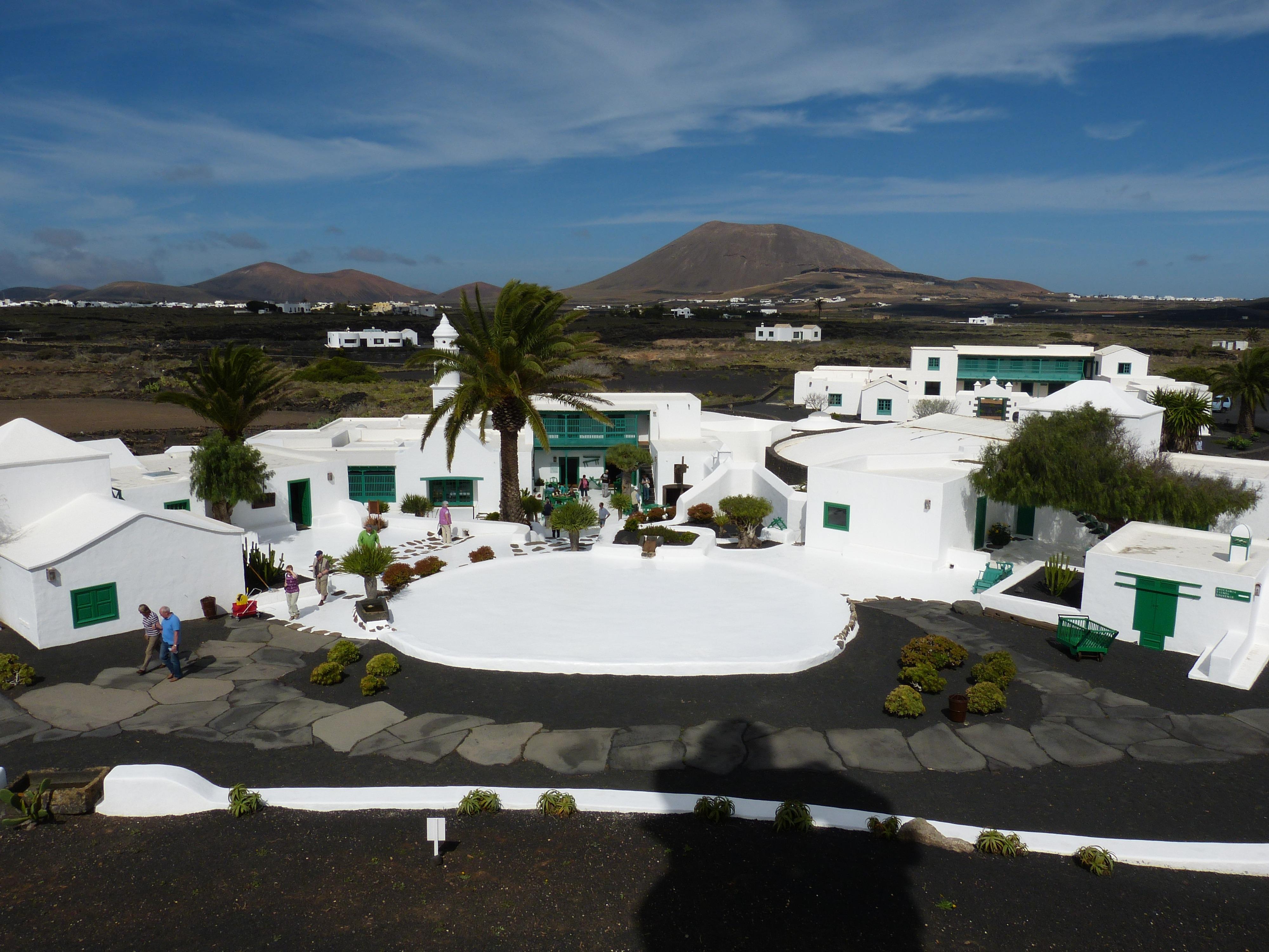Fotos gratis paisaje naturaleza monta a blanco casa seco piscina palma volc n turismo - Las casas canarias lanzarote ...