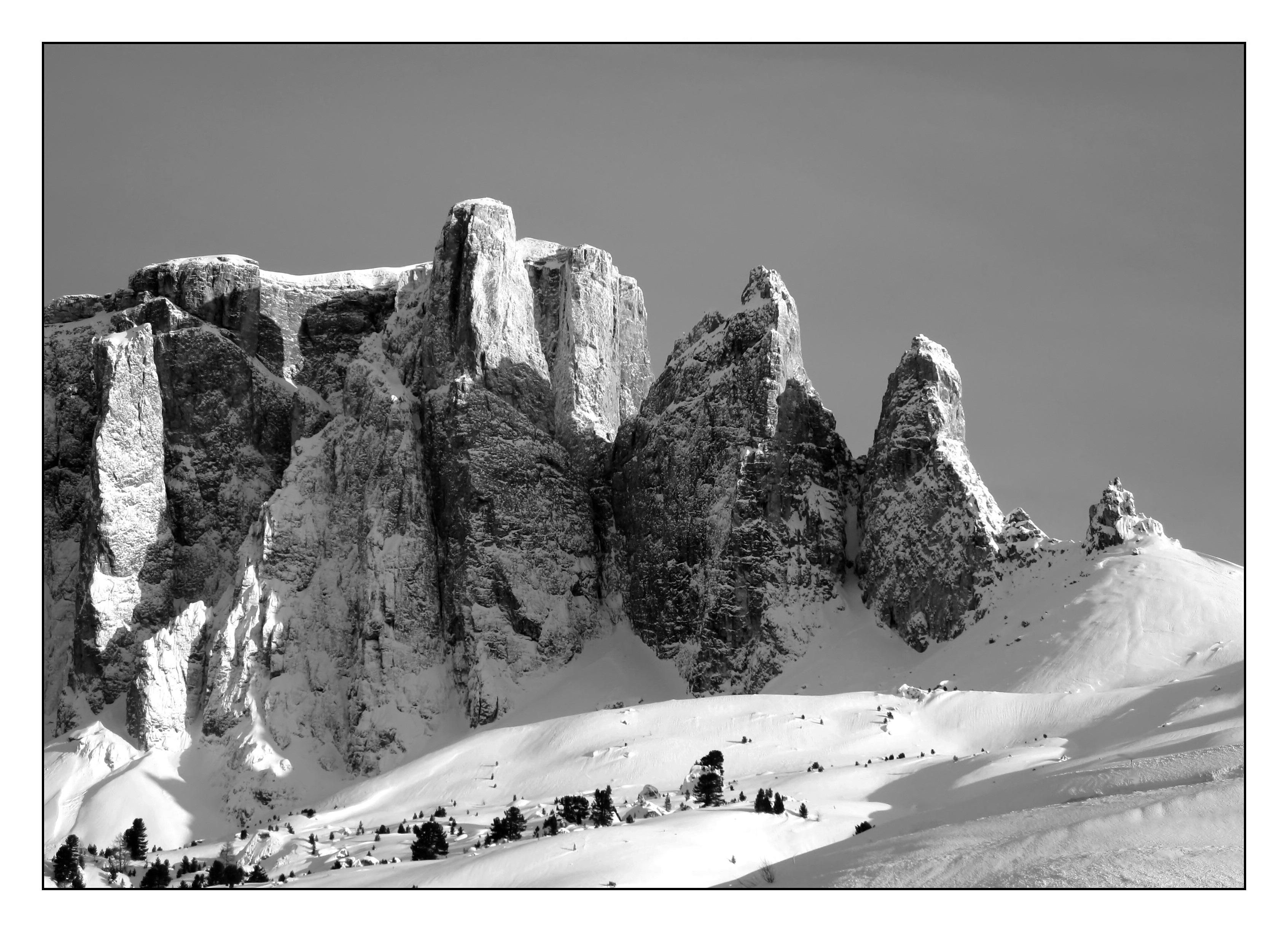 Gambar Pemandangan Alam Batu Gunung Salju Musim