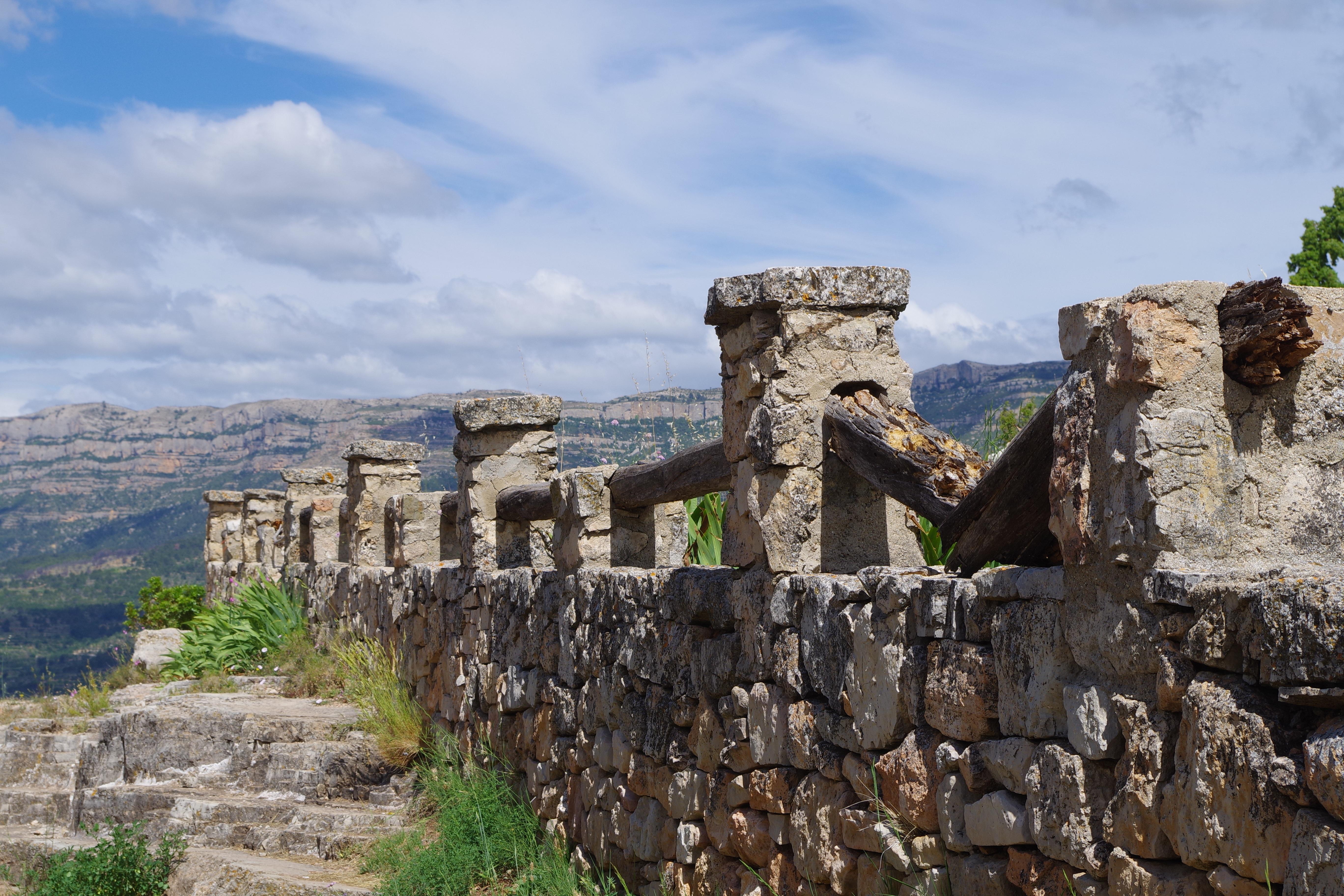развалины в горах фото завалялась