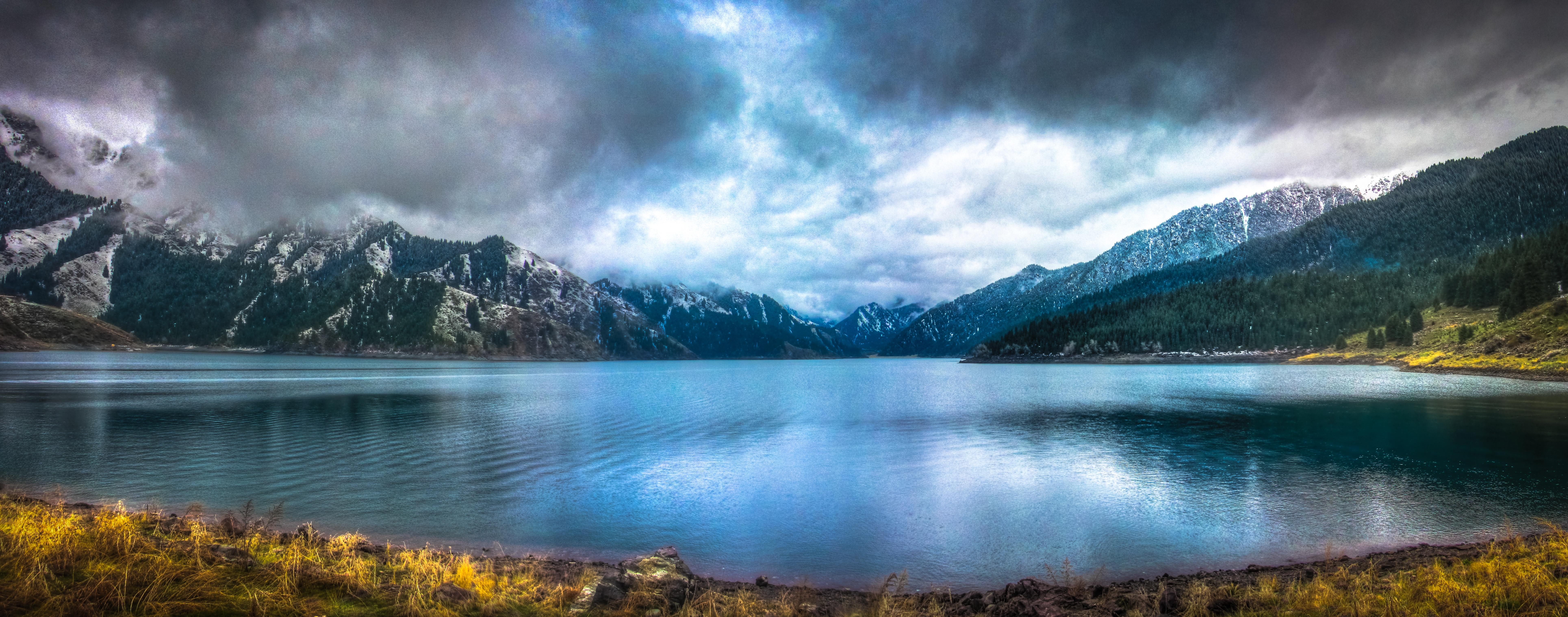 Gambar Pemandangan Gurun Gunung Awan Sinar Matahari Pagi