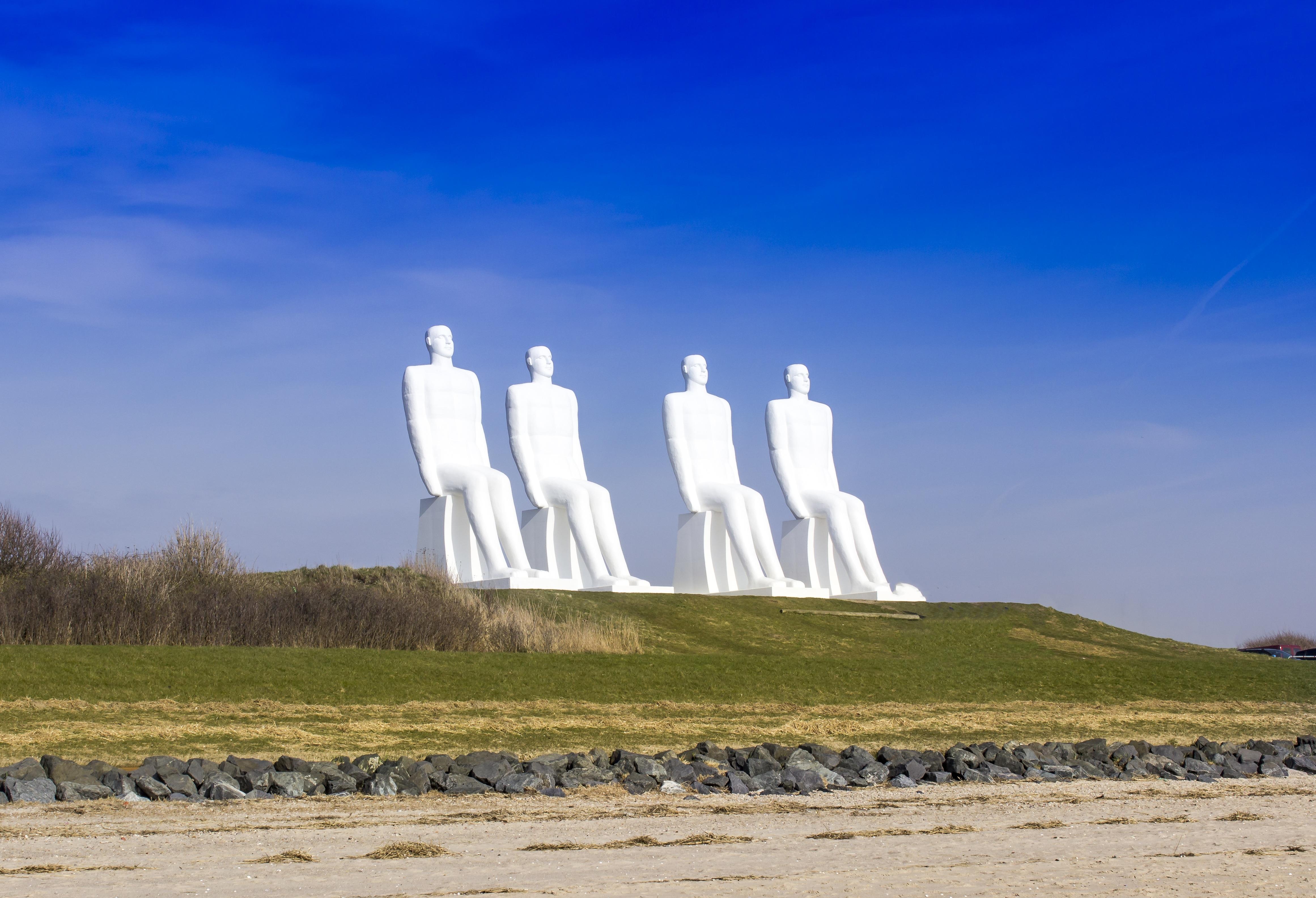 Bildet : landskap, hav, kyst, horisont, hvit, vind, monument, tårn, landemerke, skulptur ...