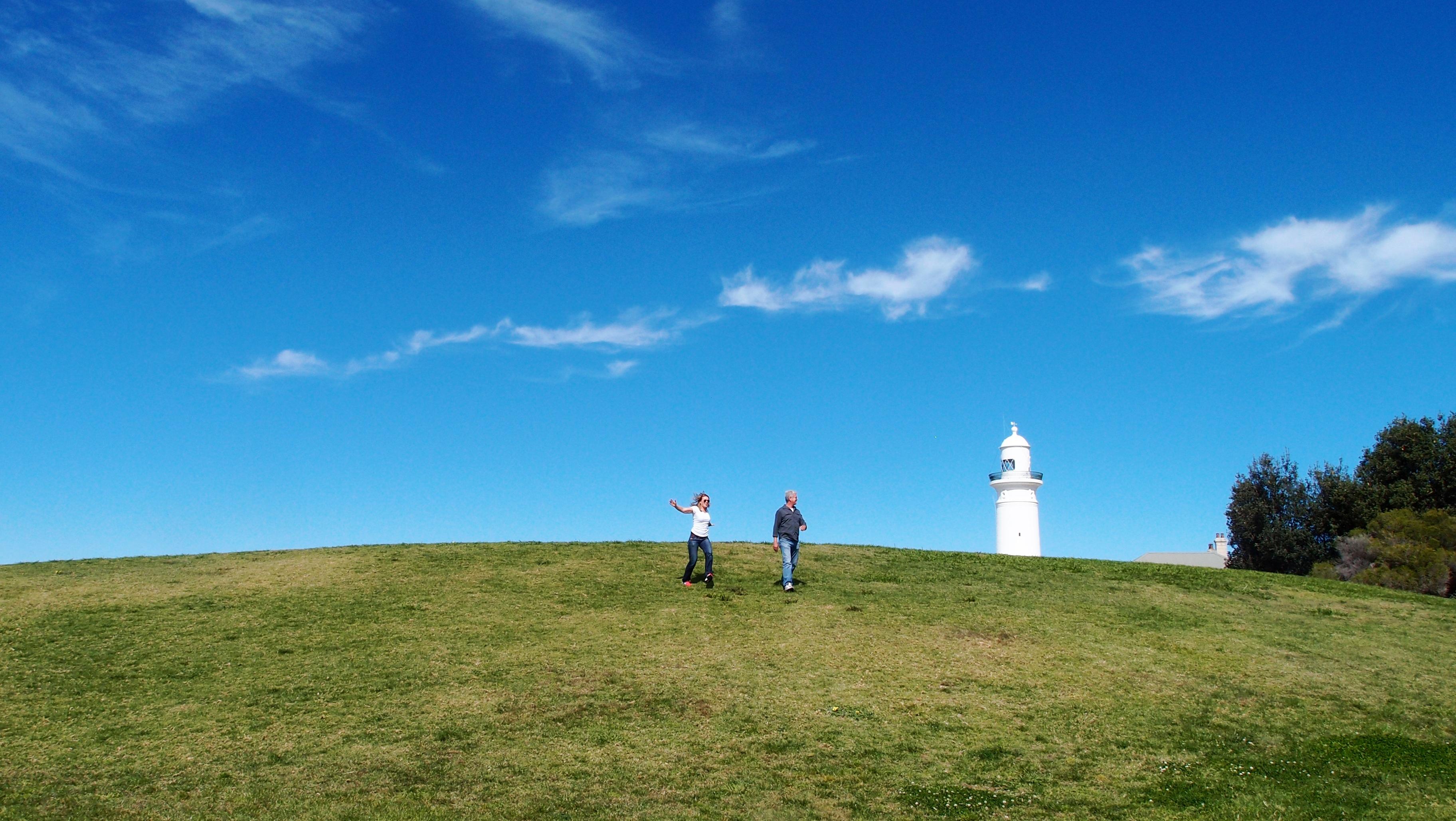 無料画像 風景 海岸 自然 地平線 山 雲 灯台 建築 人 空 フィールド 草原 丘