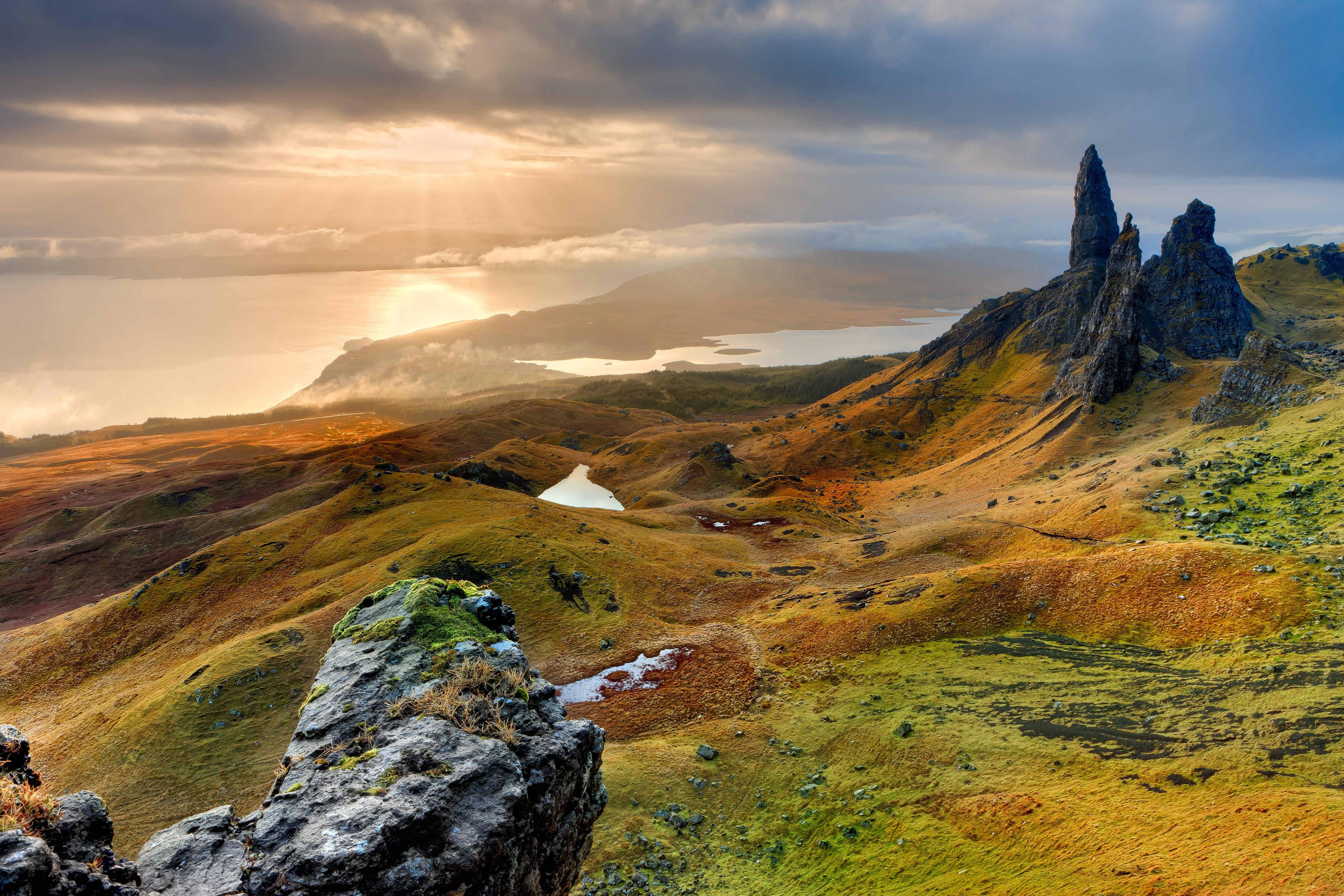 забавные холмы и горы картинки находится вершине огромной