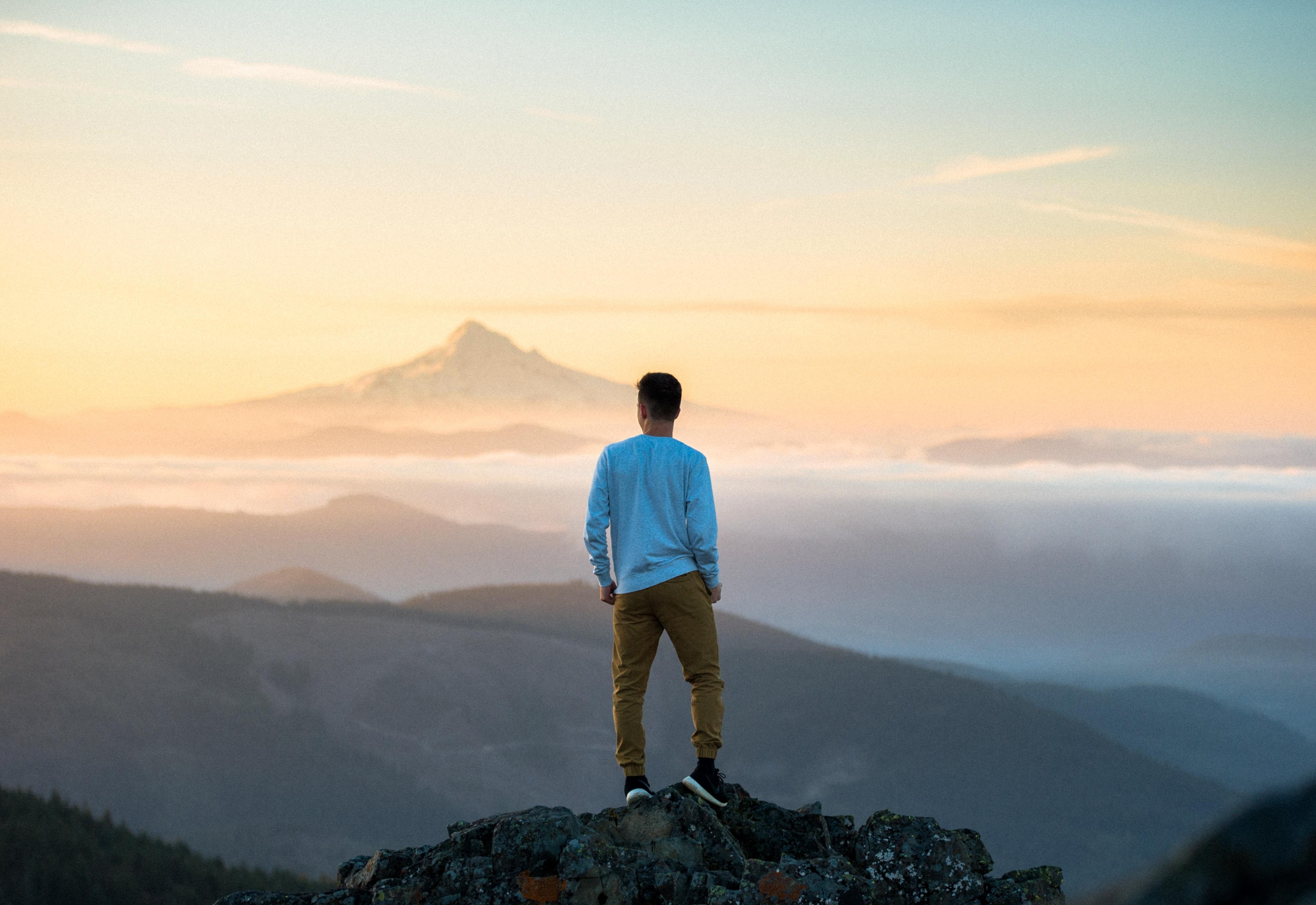 подают только парень картинки на холме одно
