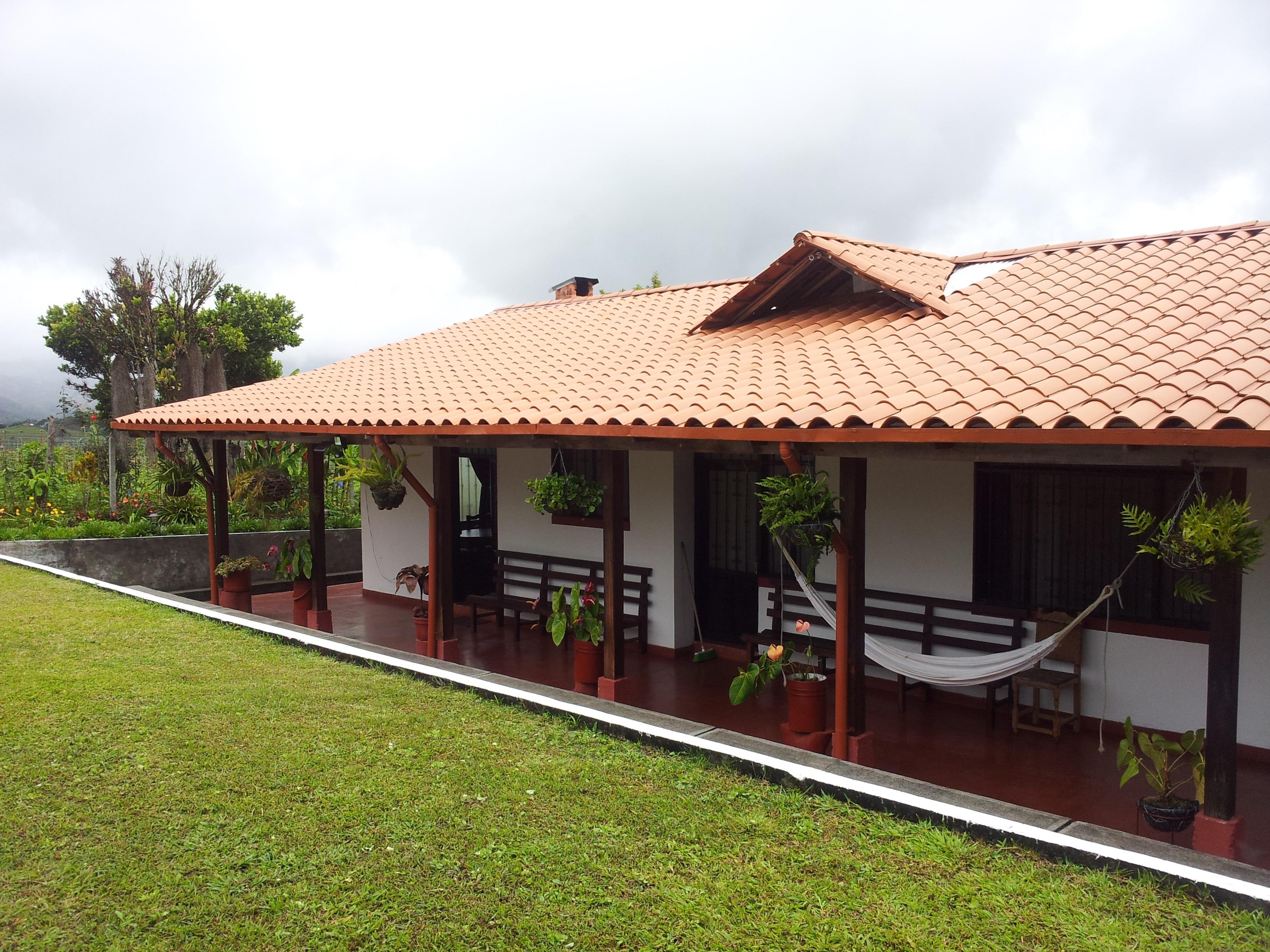 Fotos gratis paisaje cielo campo granja villa casa for Casa de una planta sencilla