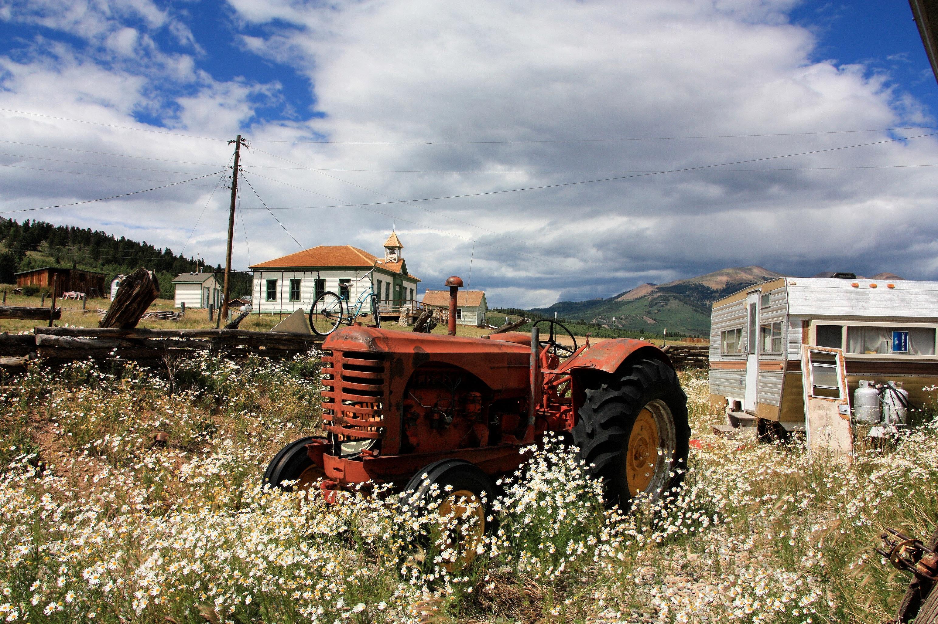 Трактор деревня картинки