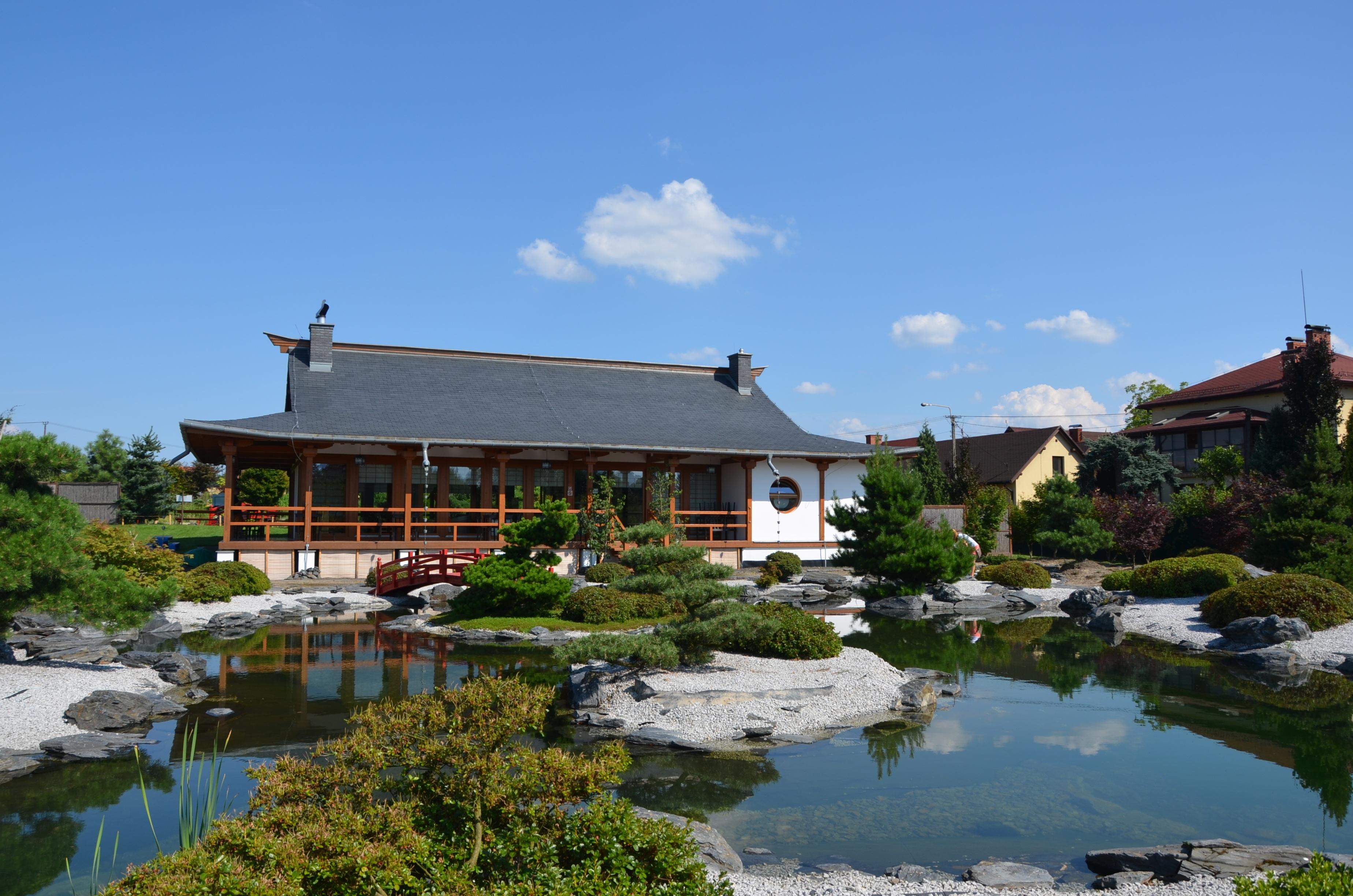 Images gratuites paysage arbre la nature lac ville for Piscine village nature
