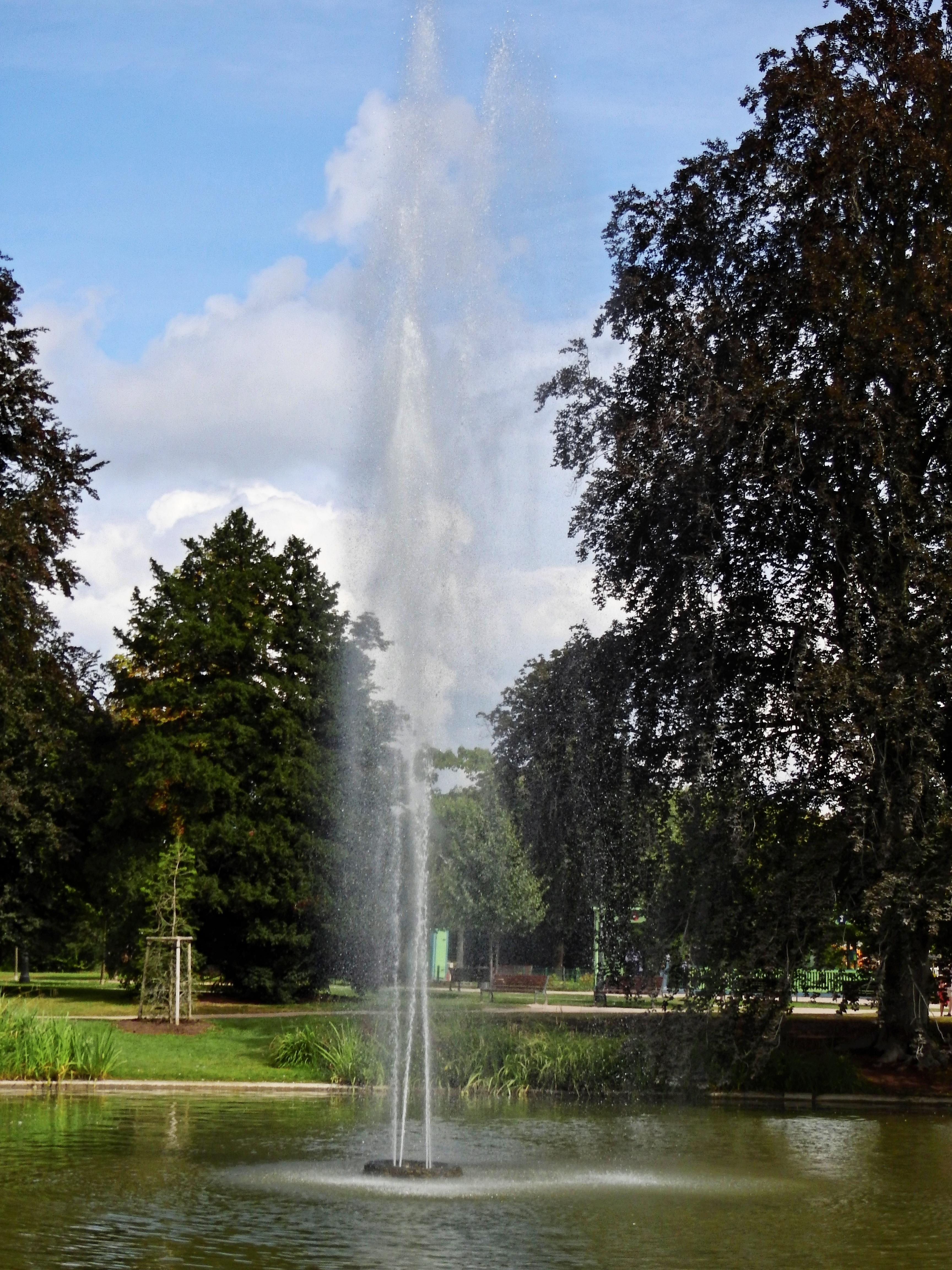 найдёте картинки фонтана природа форма высоких