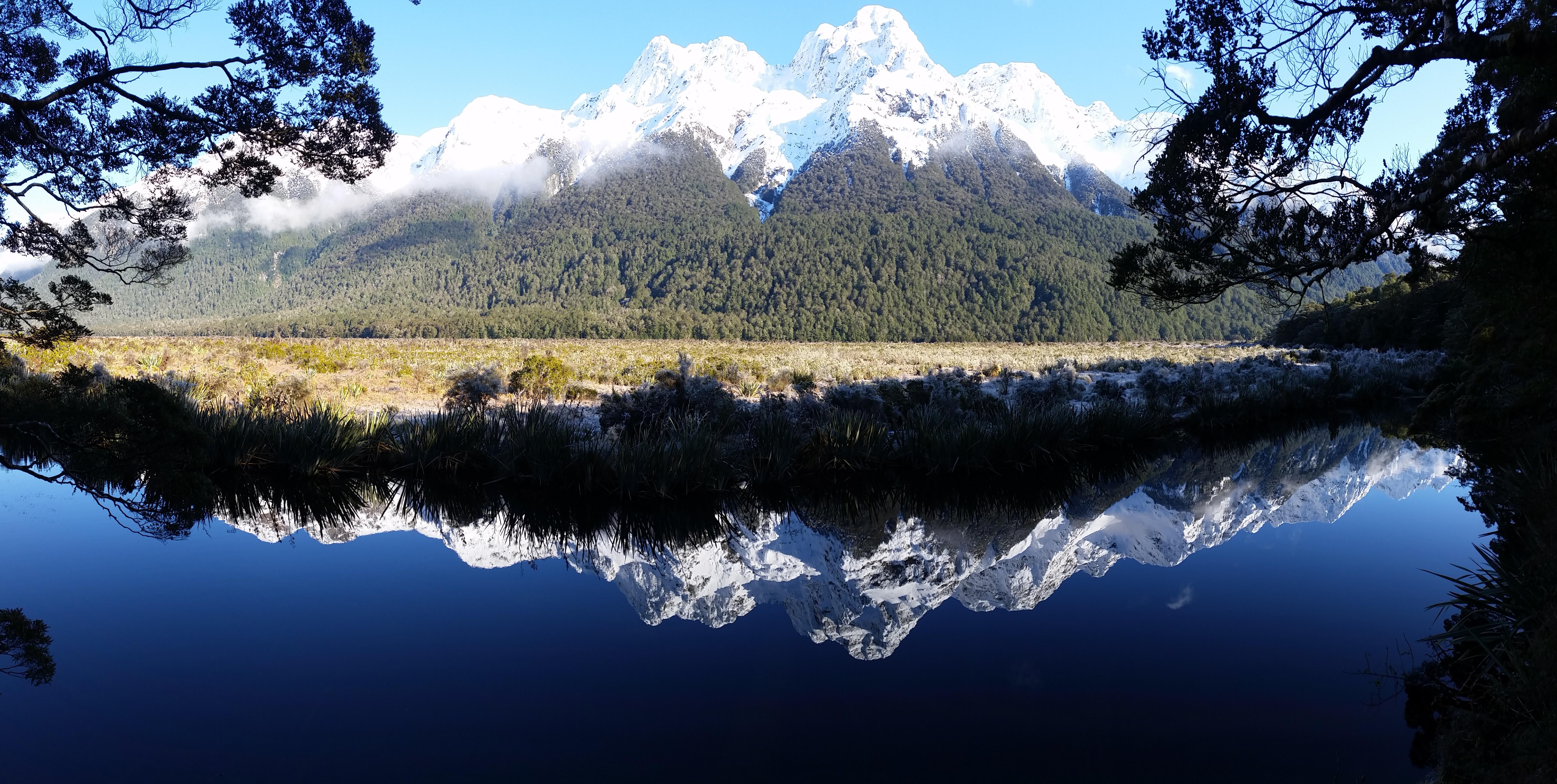 Gambar Pemandangan Pohon Air Gurun Gunung Salju Awan