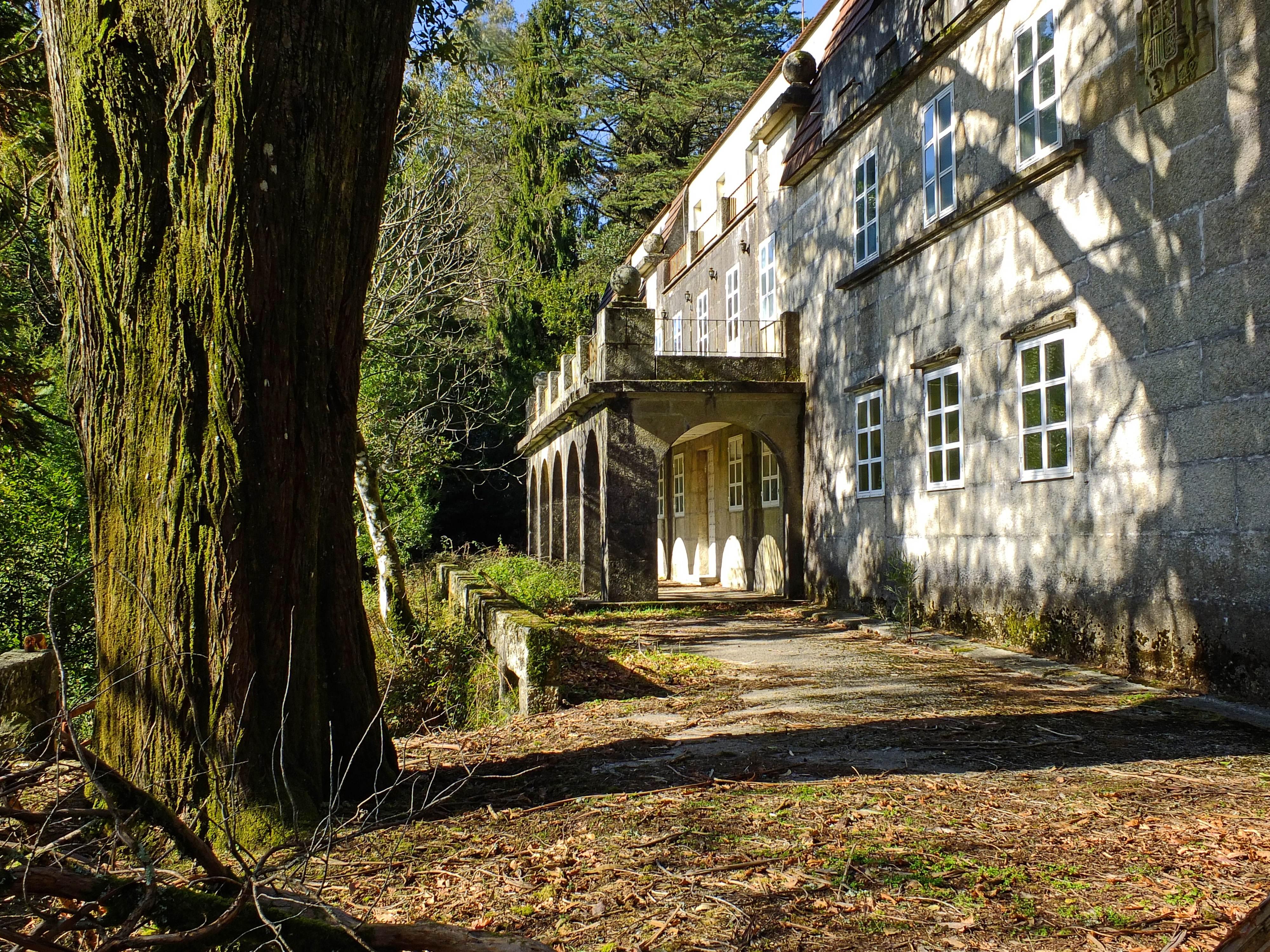 Casas de madera pontevedra latest en a caiza pontevedra hay un lugar de piedra madera y hierro - Casas de madera pontevedra ...
