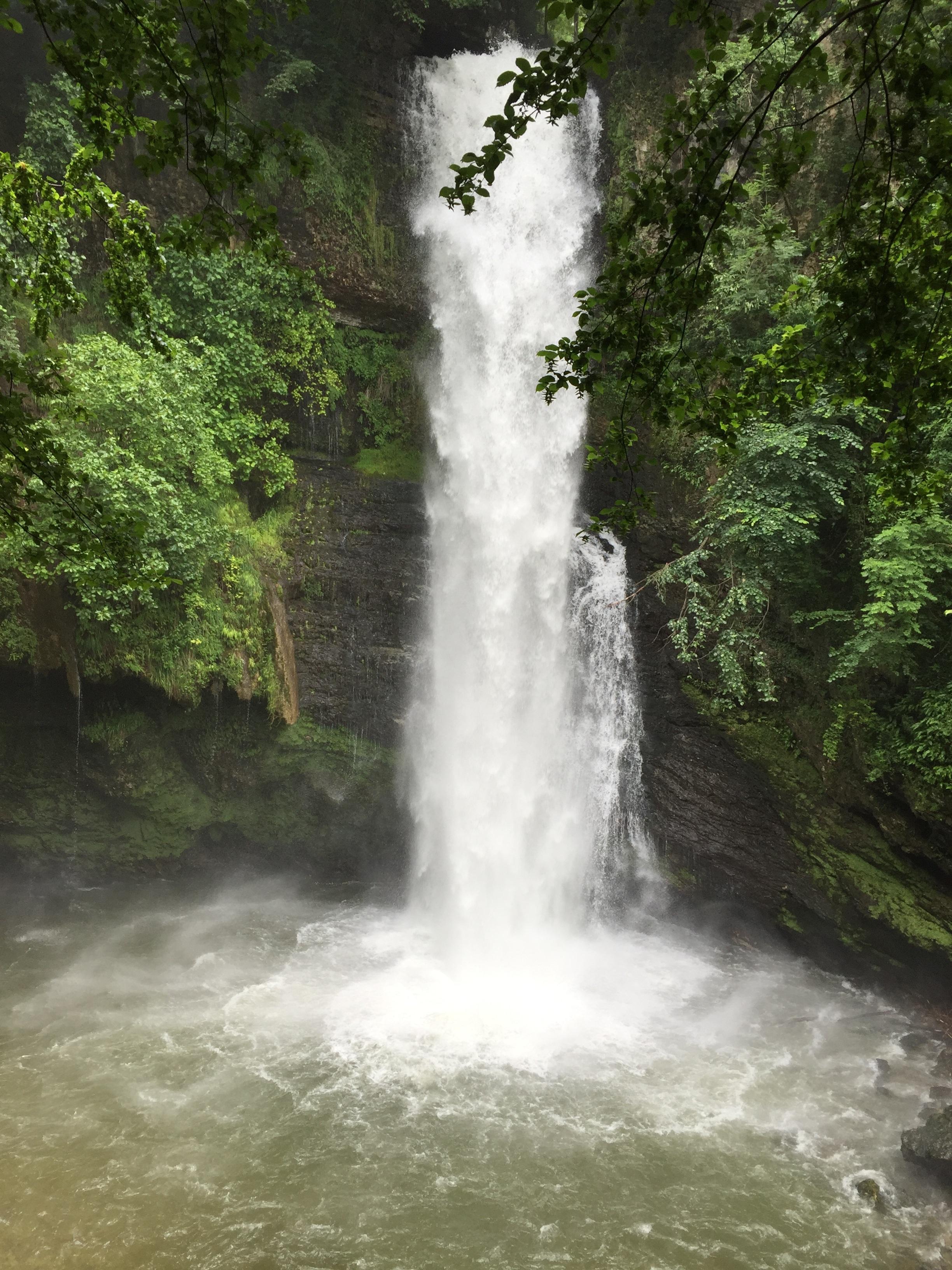 Fotos gratis paisaje naturaleza cascada r o cuerpo for Fuente cascada agua
