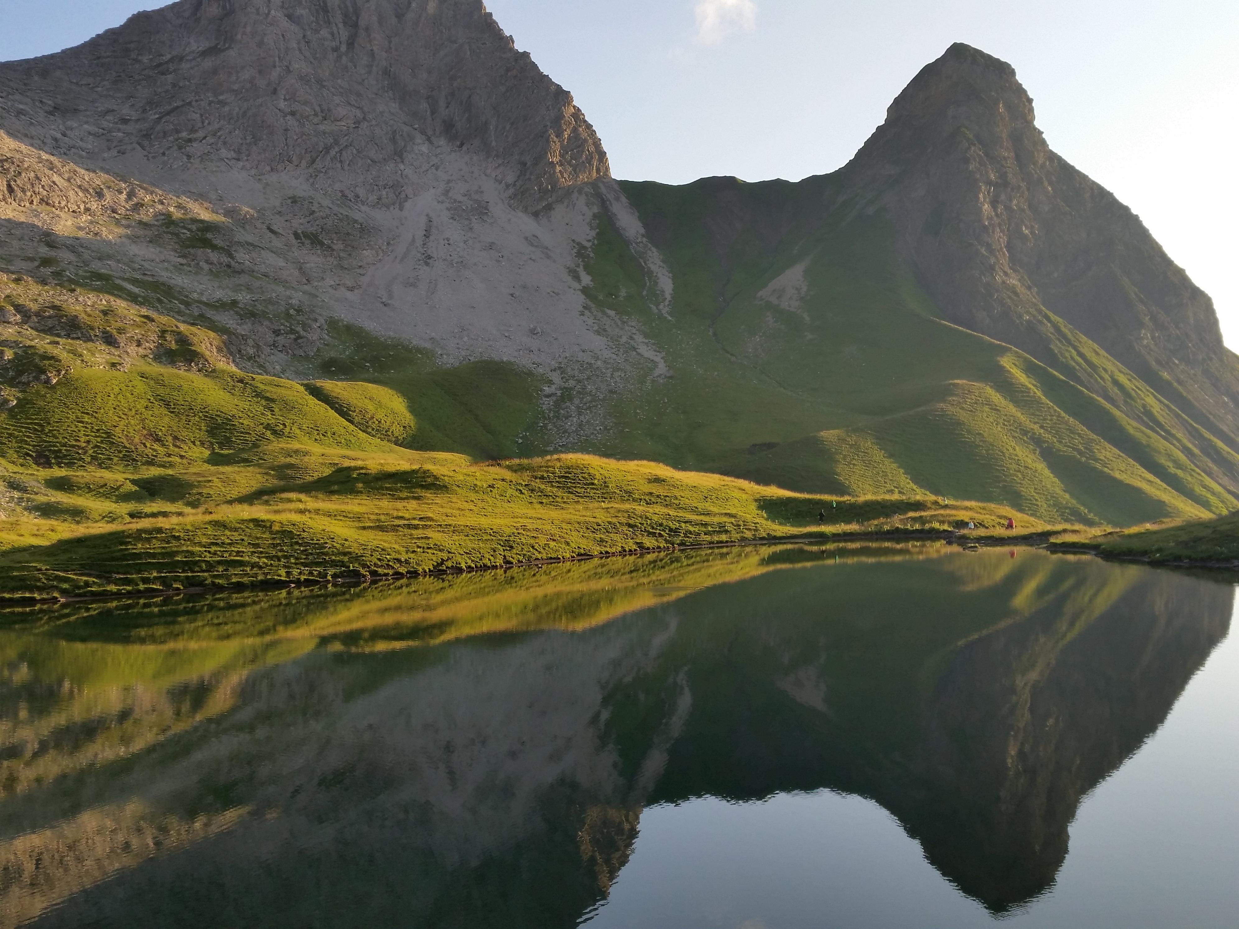 Озеро горы холмы без смс