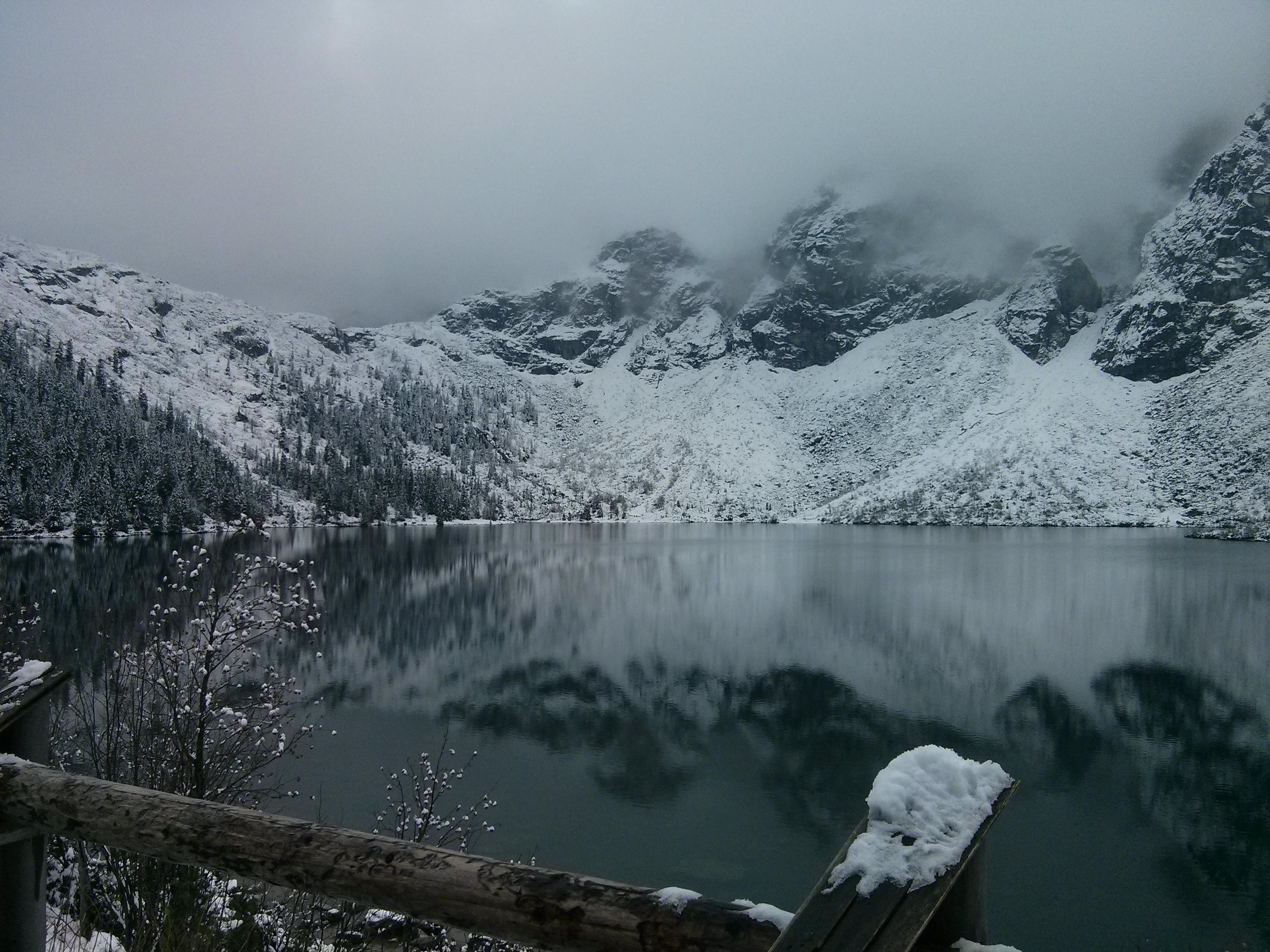 kostenlose foto landschaft wasser natur wildnis berg schnee nebel morgen see tal. Black Bedroom Furniture Sets. Home Design Ideas