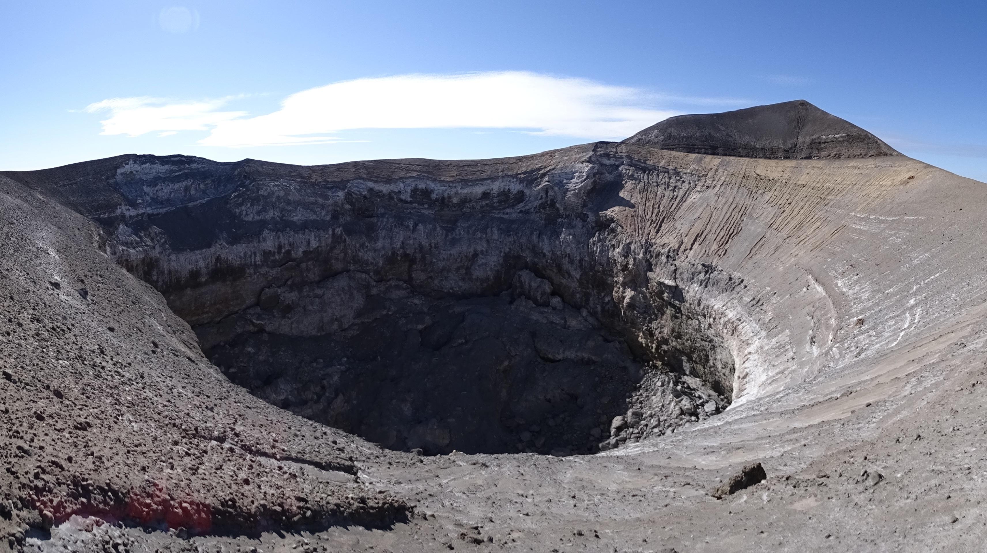 тоже фото огромных кратеров находится дом