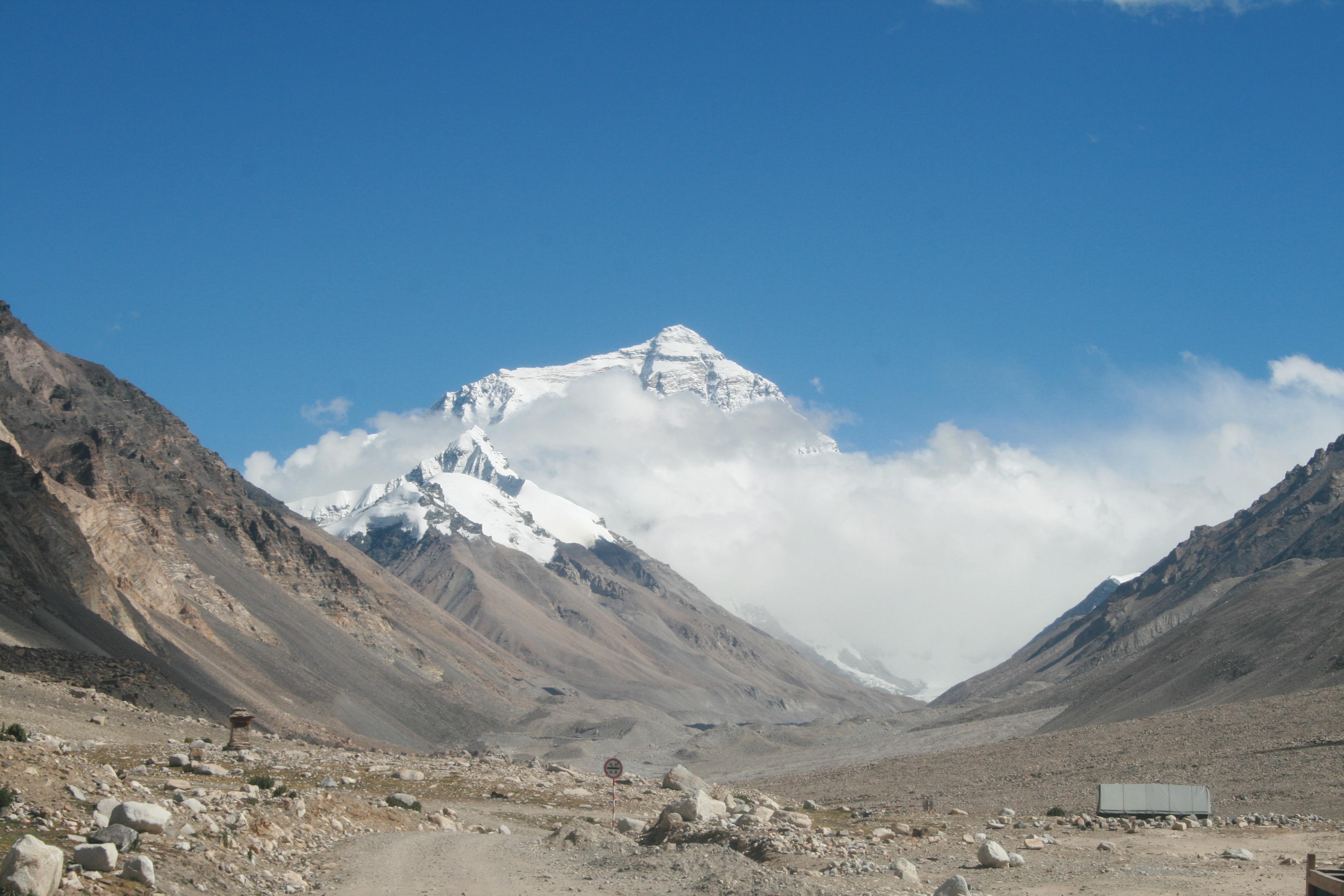 Gambar Pemandangan Gurun Berjalan Salju Petualangan Lembah