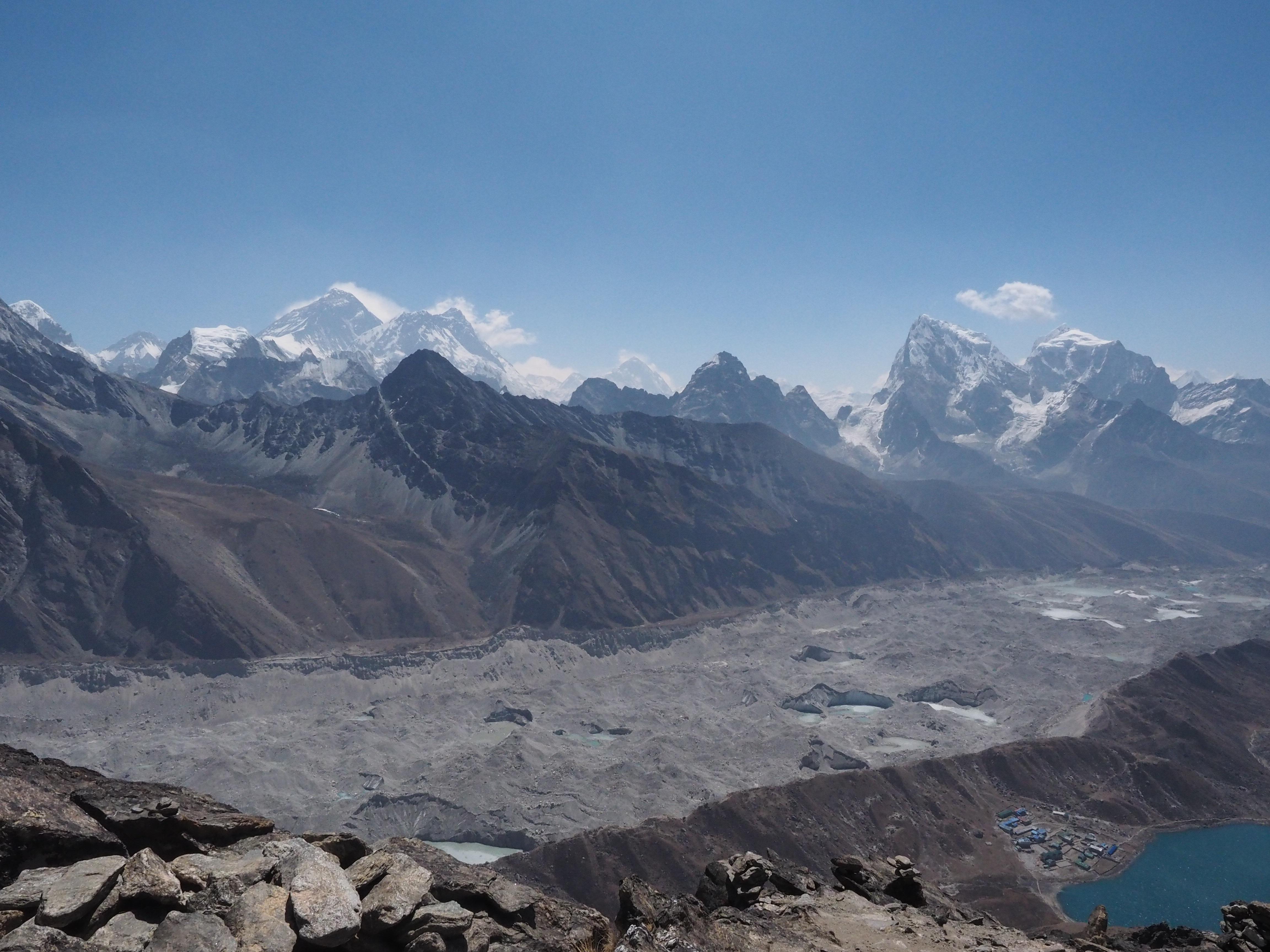 Gambar Pemandangan Gurun Berjalan Salju Danau Petualangan