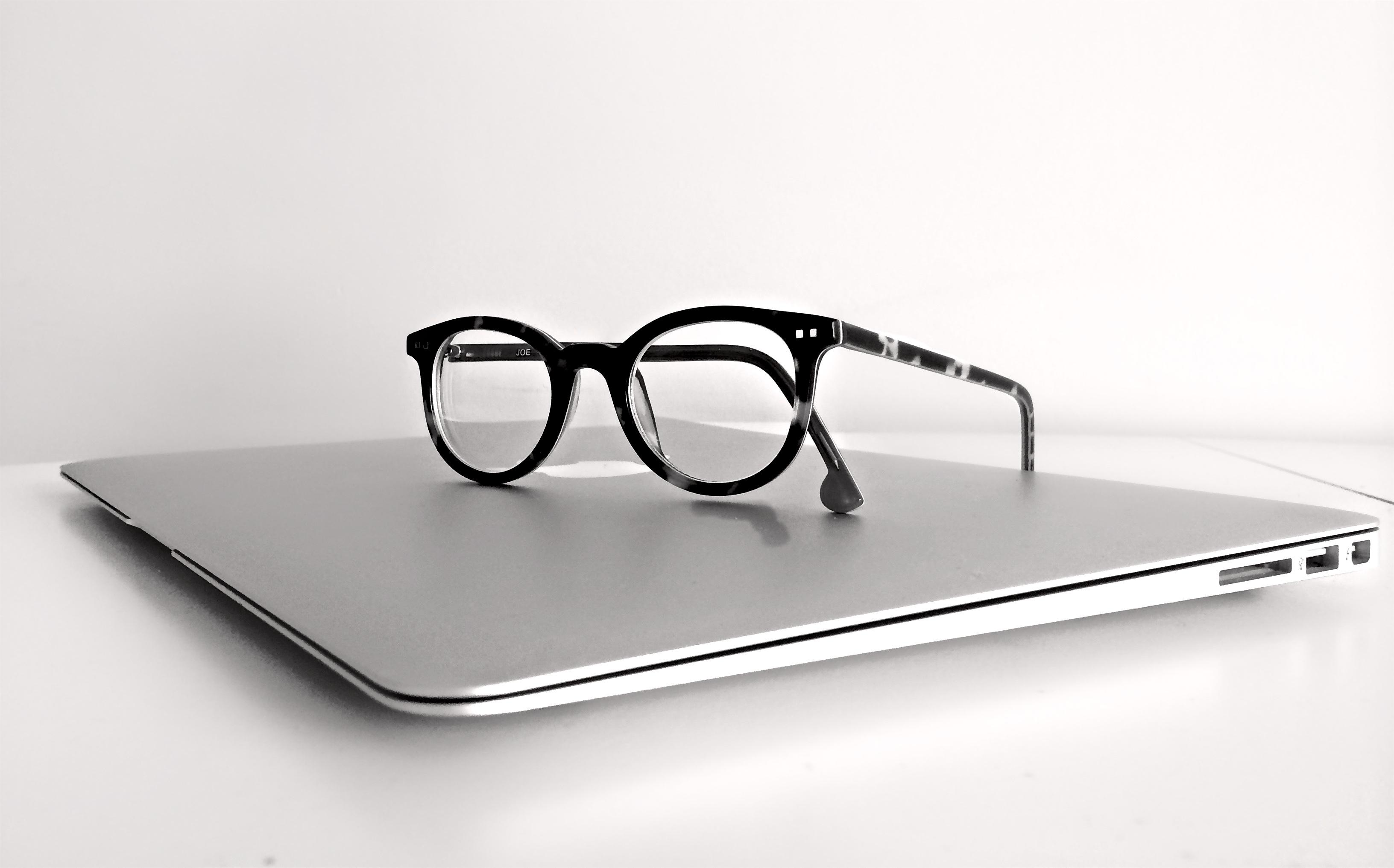 Free laptop puter macbook apple table technology