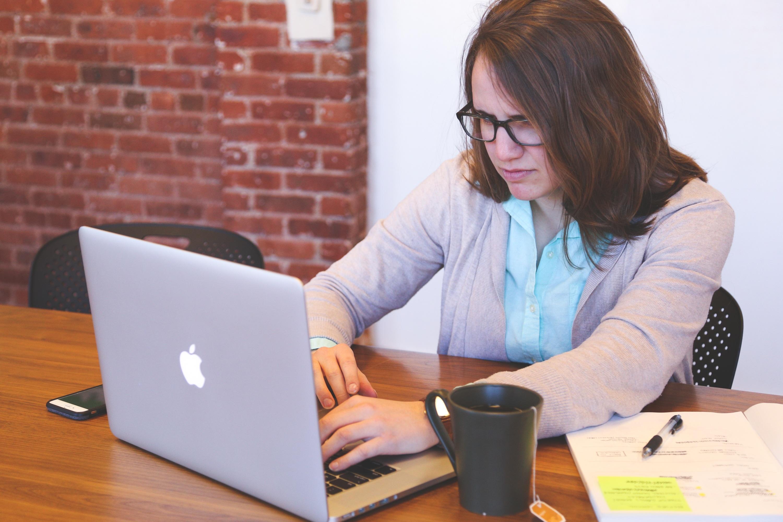 Kostenlose foto : Laptop, Computer, Schreiben, Arbeit, Bildschirm ...