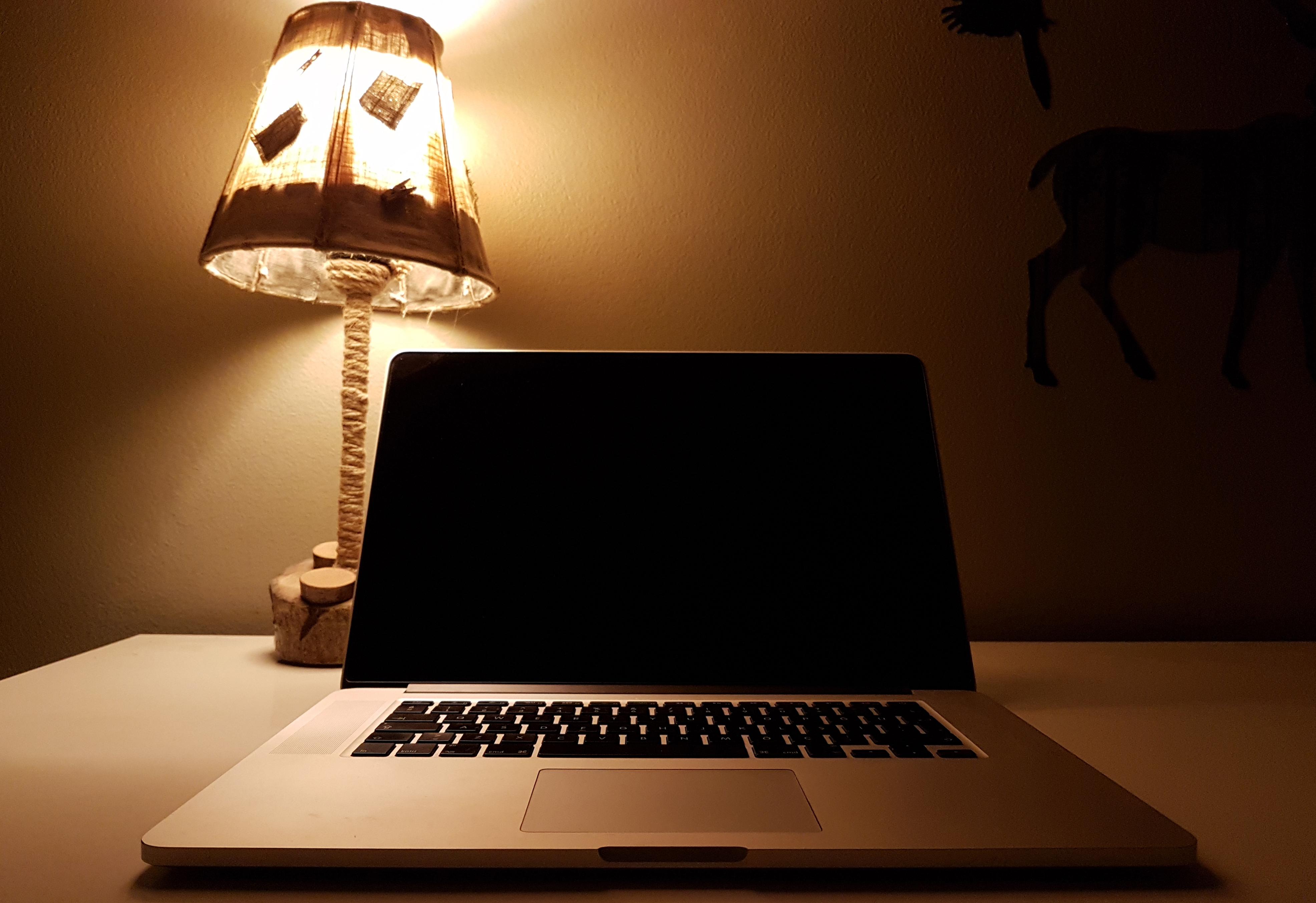 Images gratuites : portable bureau ordinateur écran table