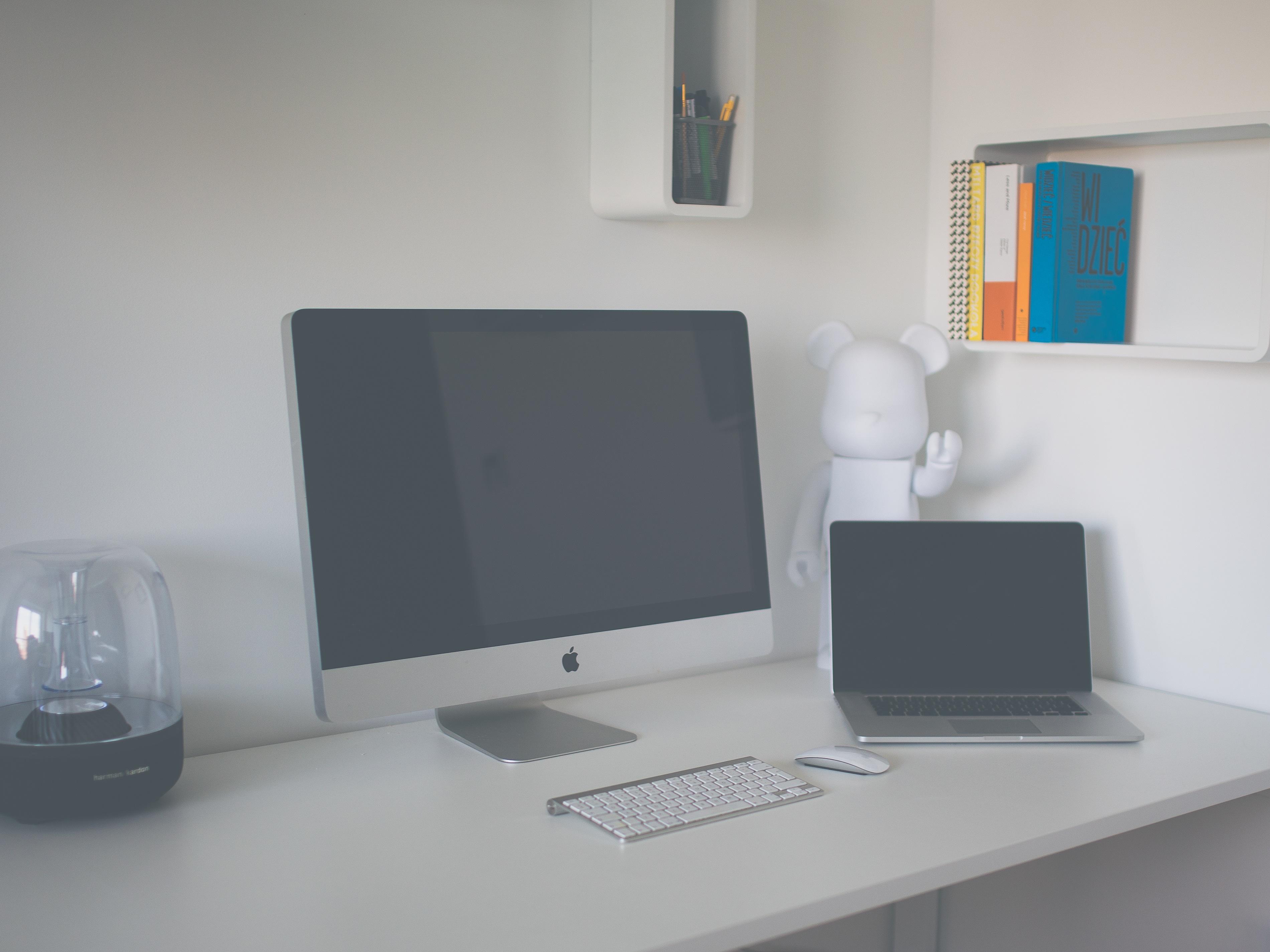 Gratis Afbeeldingen : laptop, bureau, technologie, kantoor, plank ...
