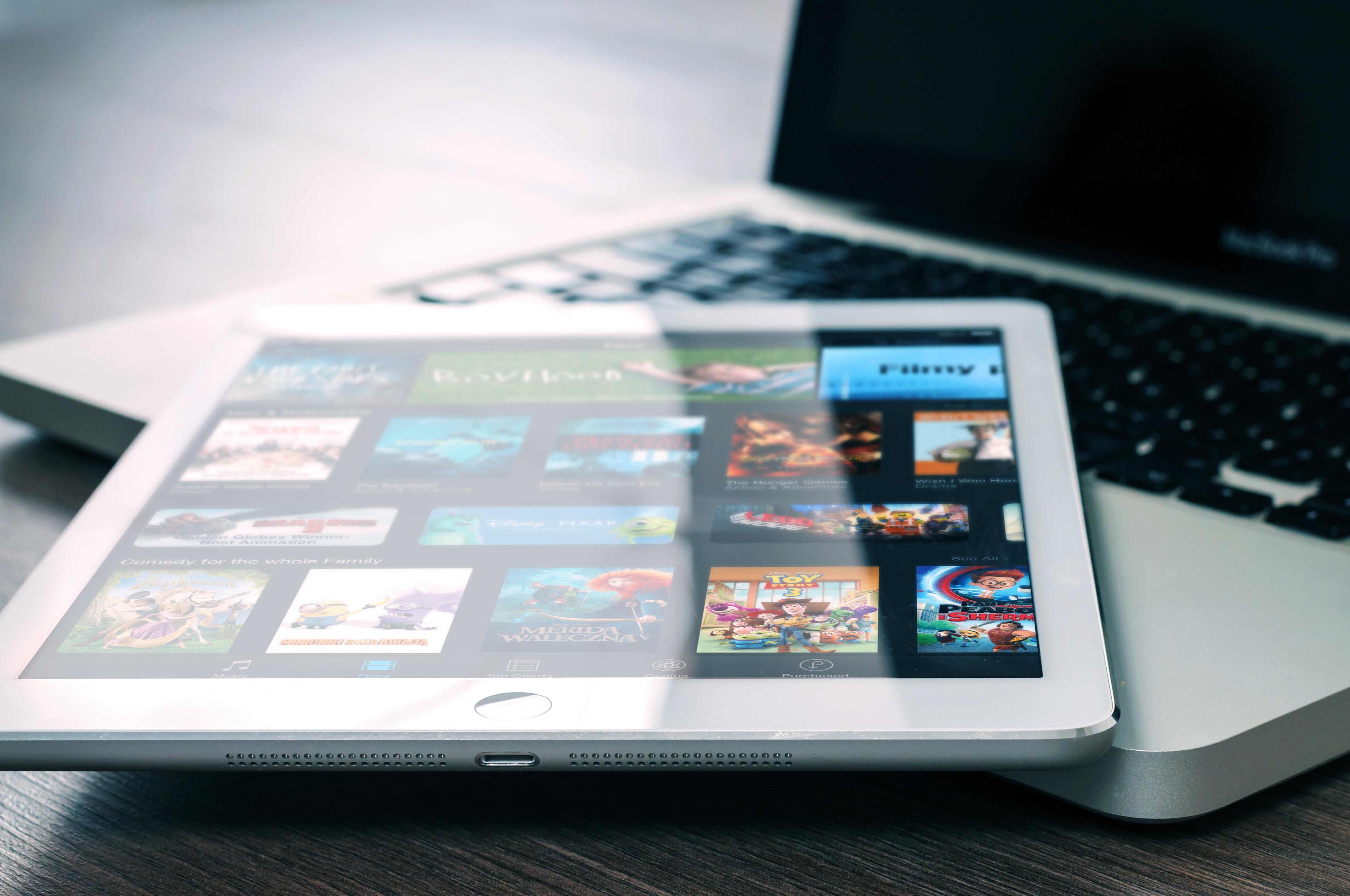 macbook pro marketing mix