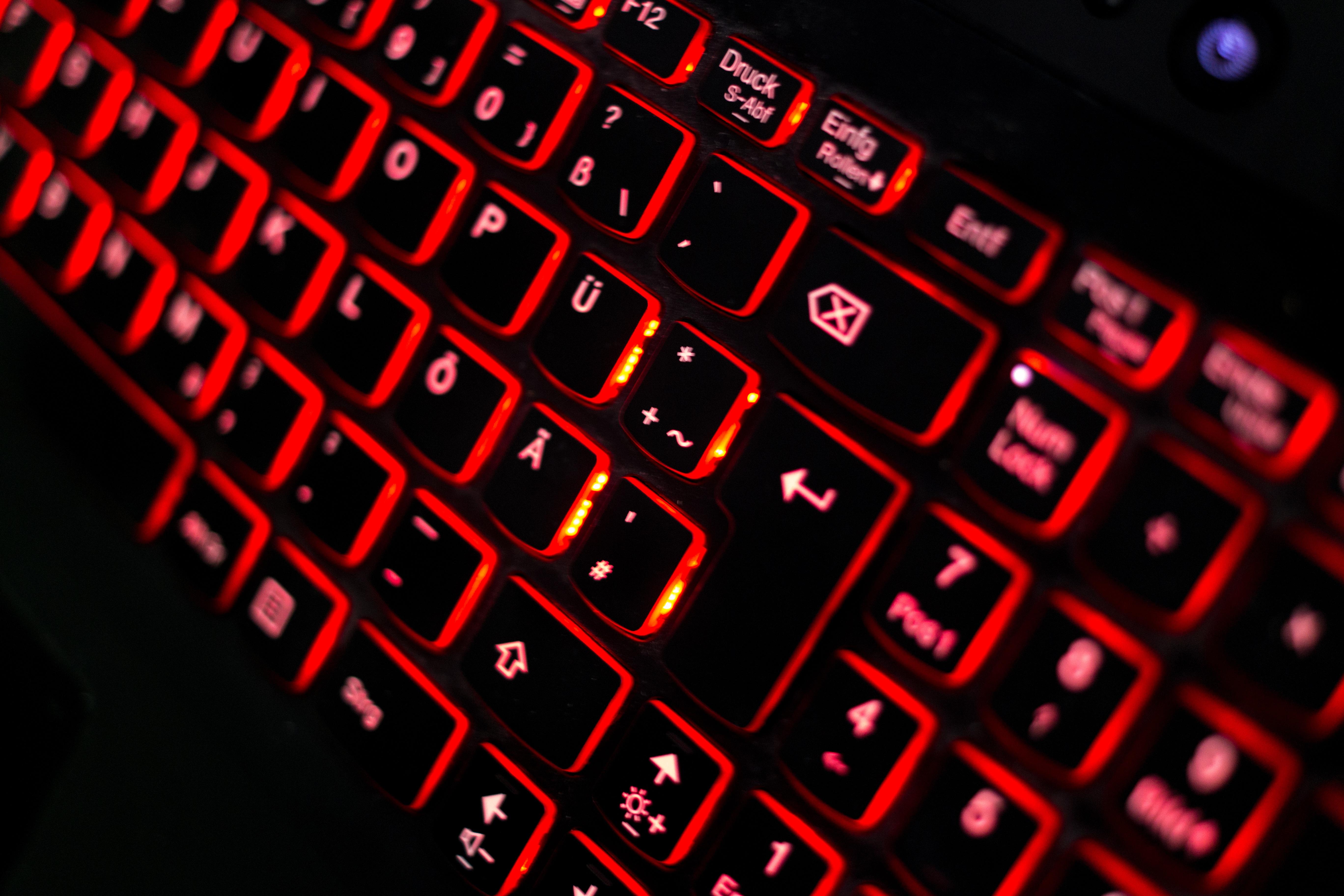 röd bärbar dator