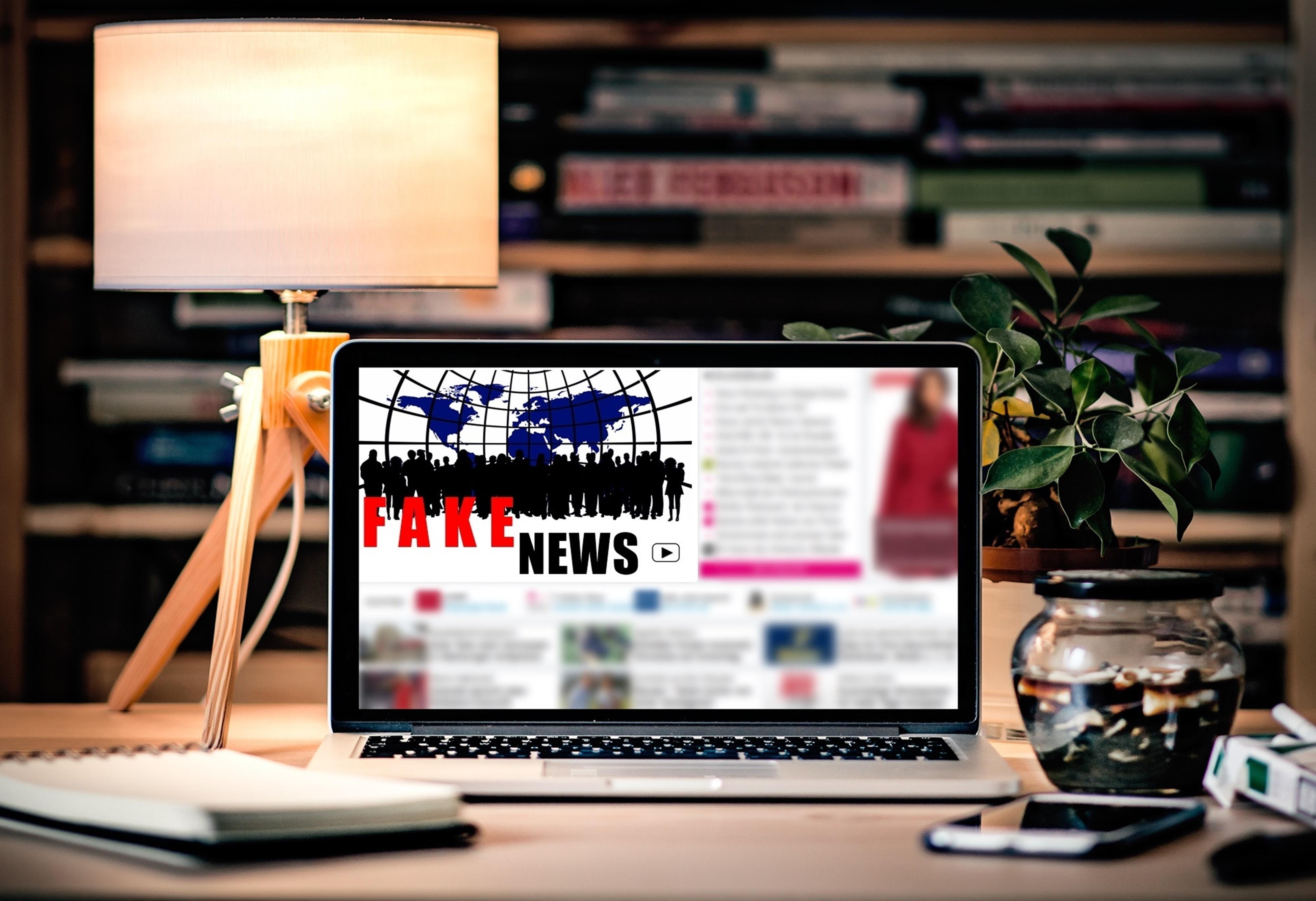 Gambar Laptop Buku Catatan Komputer Mobile Iklan Koran