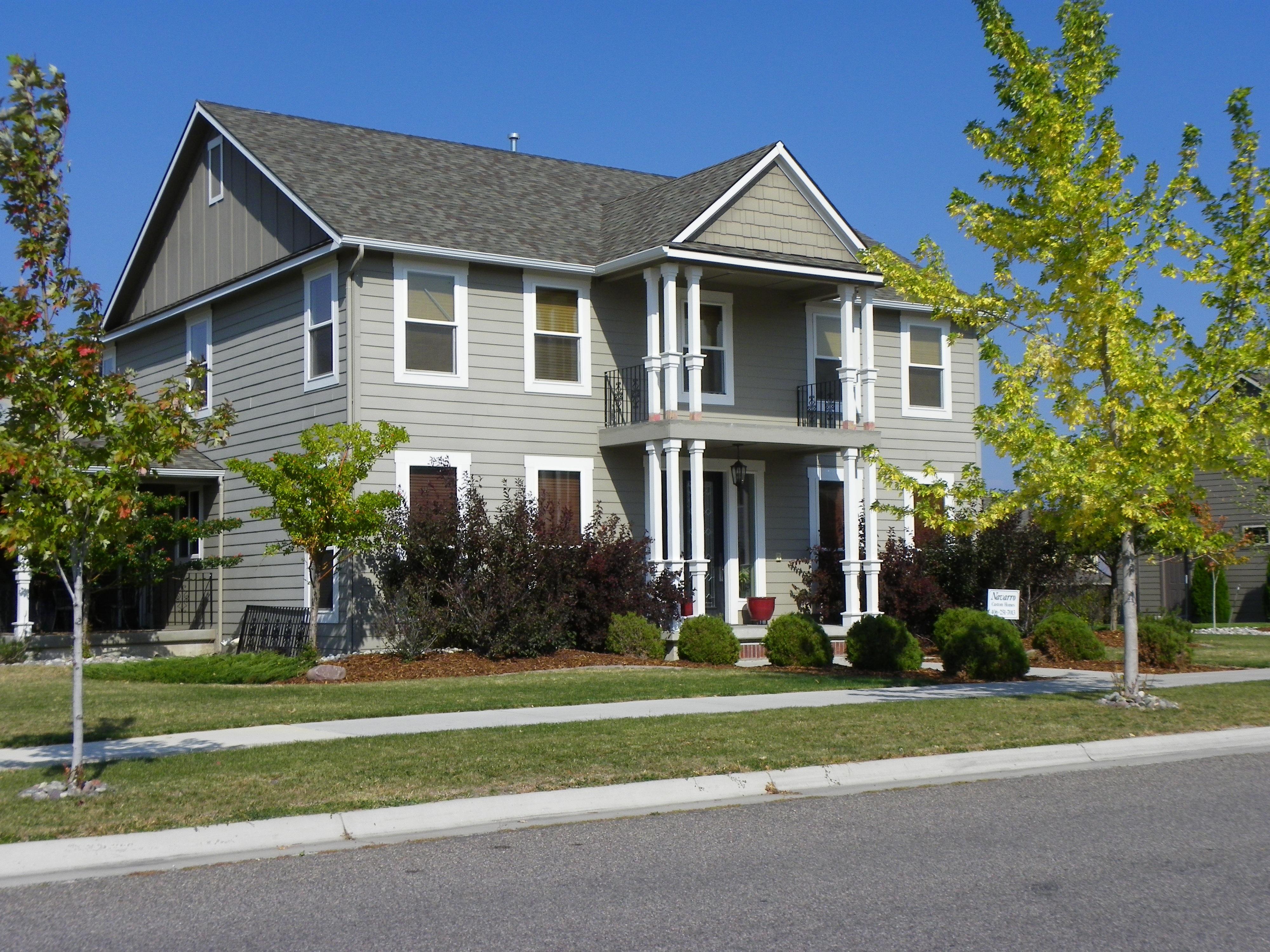 Free images lawn house roof building asphalt suburb cottage suburban america facade - Houses attic families children ...