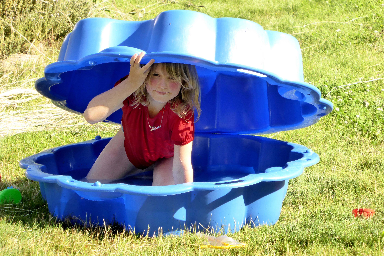 ocio cscara patio de recreo niito esconder juguetes fuera prisa buscar dispositivo de juego pozo de arena juegos de verano para nios